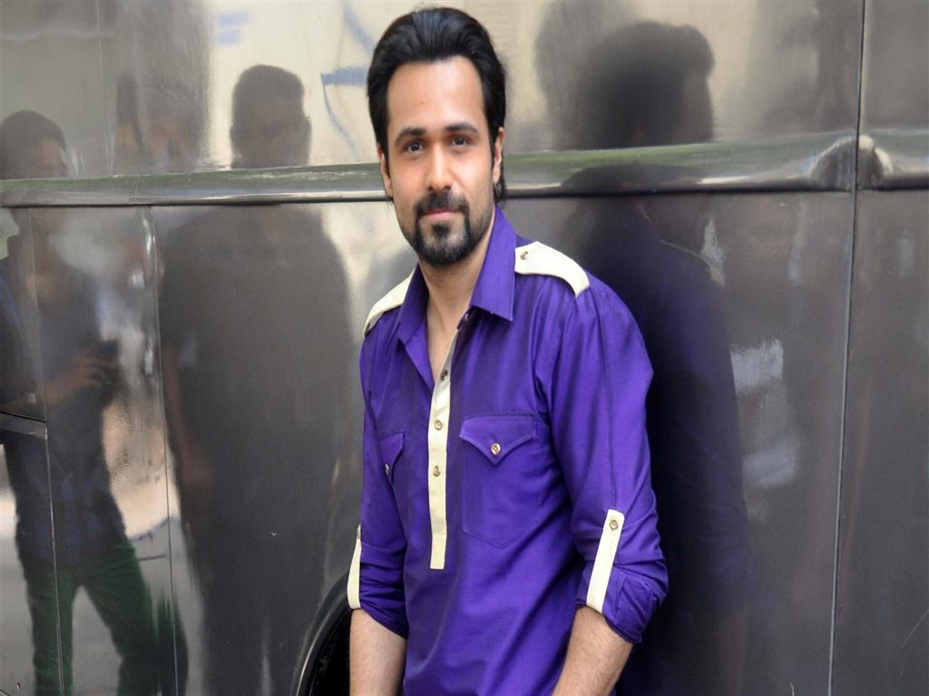 1024x768 Emraan Hashmi Bollywood Actor in Blue Shirt HD Wallpapers