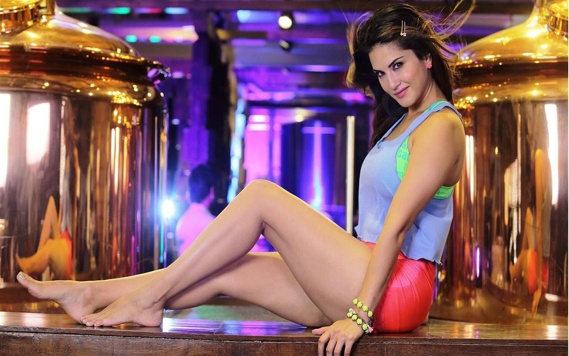 1152x720 Indian Film Star Actress Sunny Leone