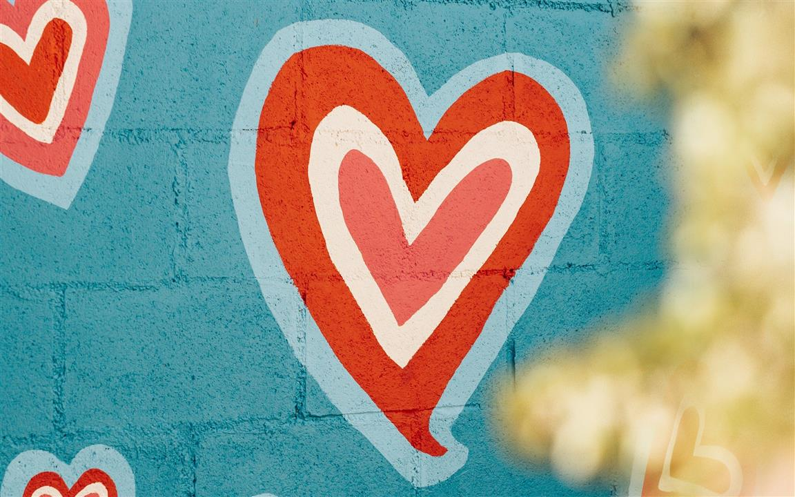 1152x720 Paint Art Love Heart in Wall
