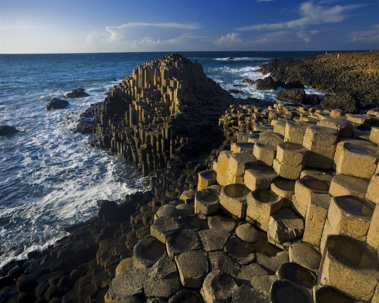 1280x1024 Giants Causeway in UK HD Photo