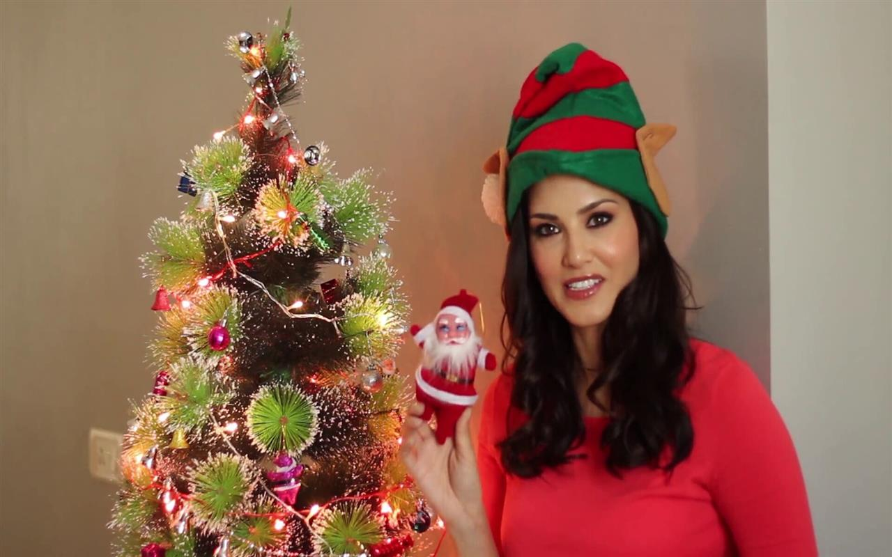 1280x800 Sunny Leone at Christmas Time HD Photo