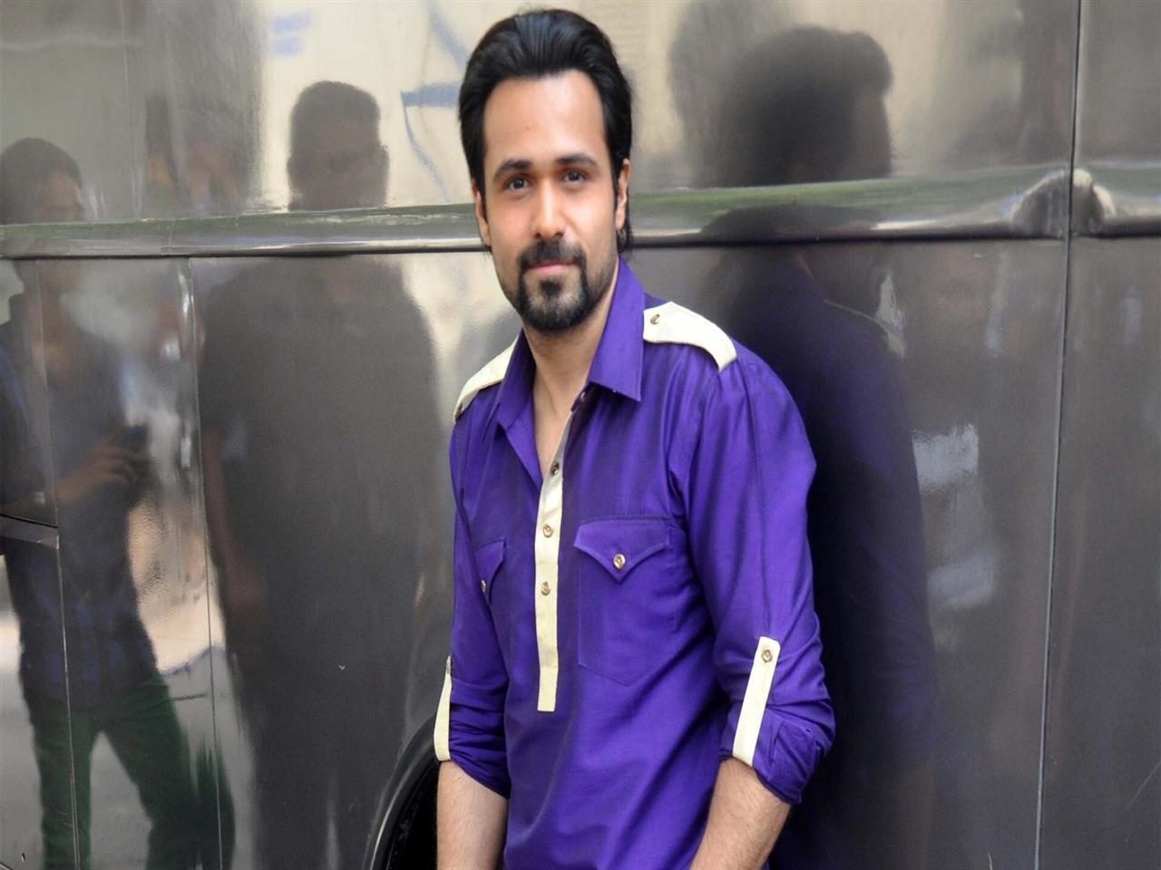 1280x960 Emraan Hashmi Bollywood Actor in Blue Shirt HD Wallpapers