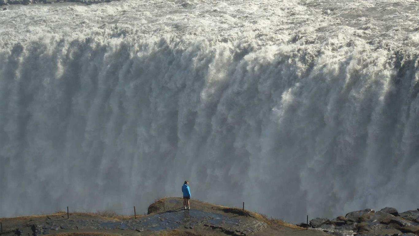 1366x768 Dettifoss Waterfall in Iceland
