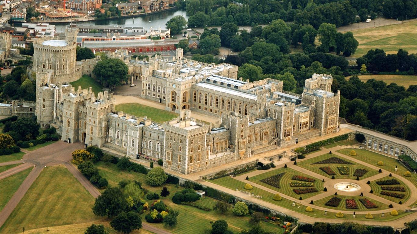 1366x768 Windsor Castle Royal Residence in UK Point of Interest HD Wallpapers