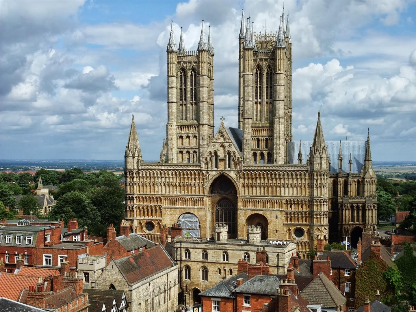 1440x1080 Lincoln Cathedral The Lincoln Imp in Country England UK HD Tourist Place Wallpapers