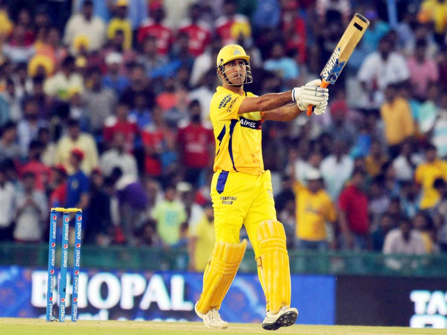1440x1080 MS Dhoni in CSK IPL Match Wallpaper