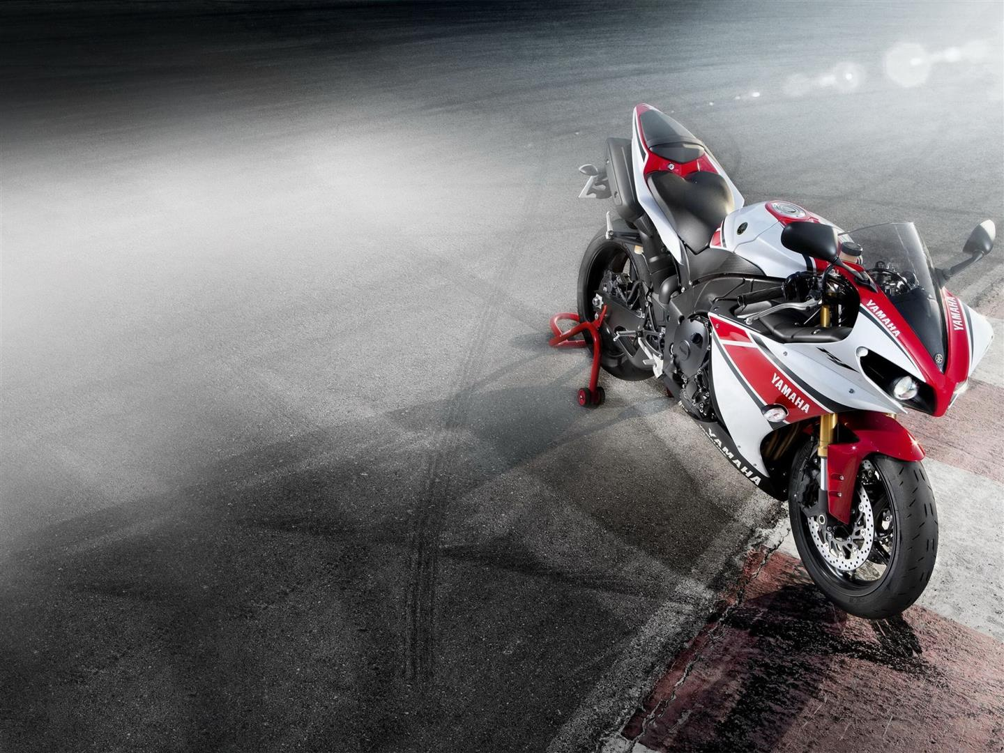 1440x1080 Yamaha Yzf R1 Bike HD Photo