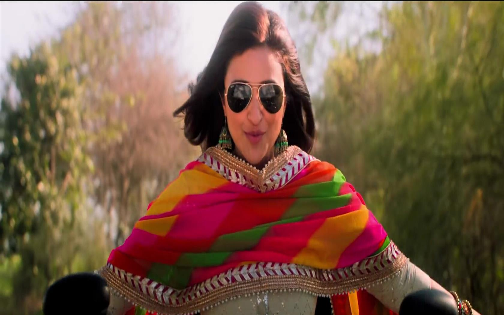 1680x1050 Parineeti Chopra wear Black Sunglass in Bollywood Movie Namaste England 2018