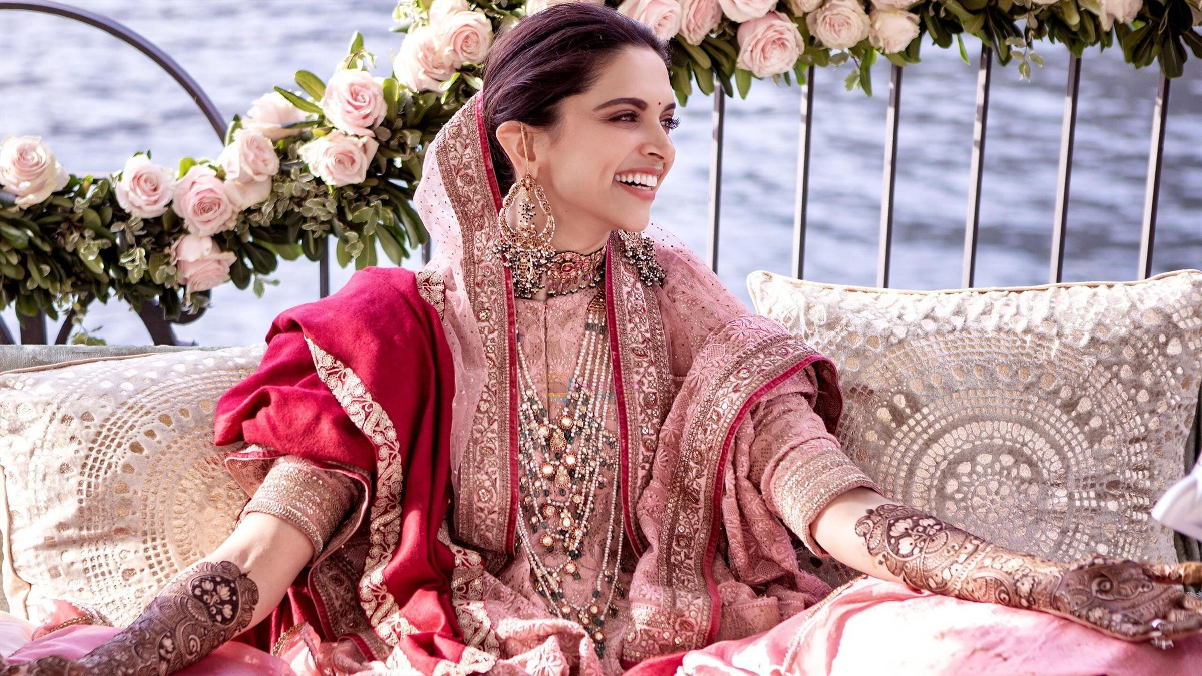 2400x1350 Beautiful Pic of Deepika Padukone at Mehendi Ceremony