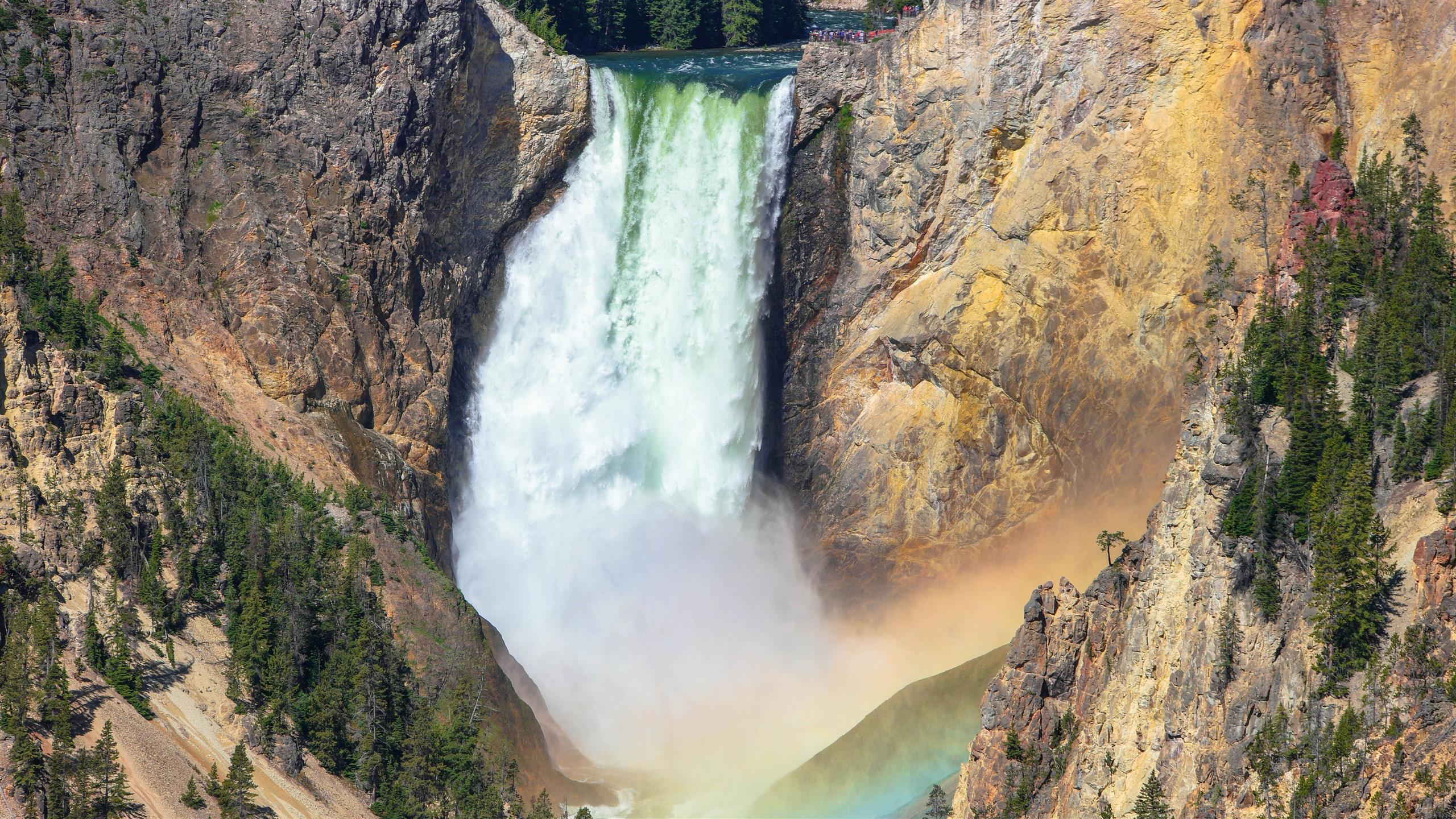 2560x1440 5K Wallpaper of Upper Yellowstone Waterfall in US