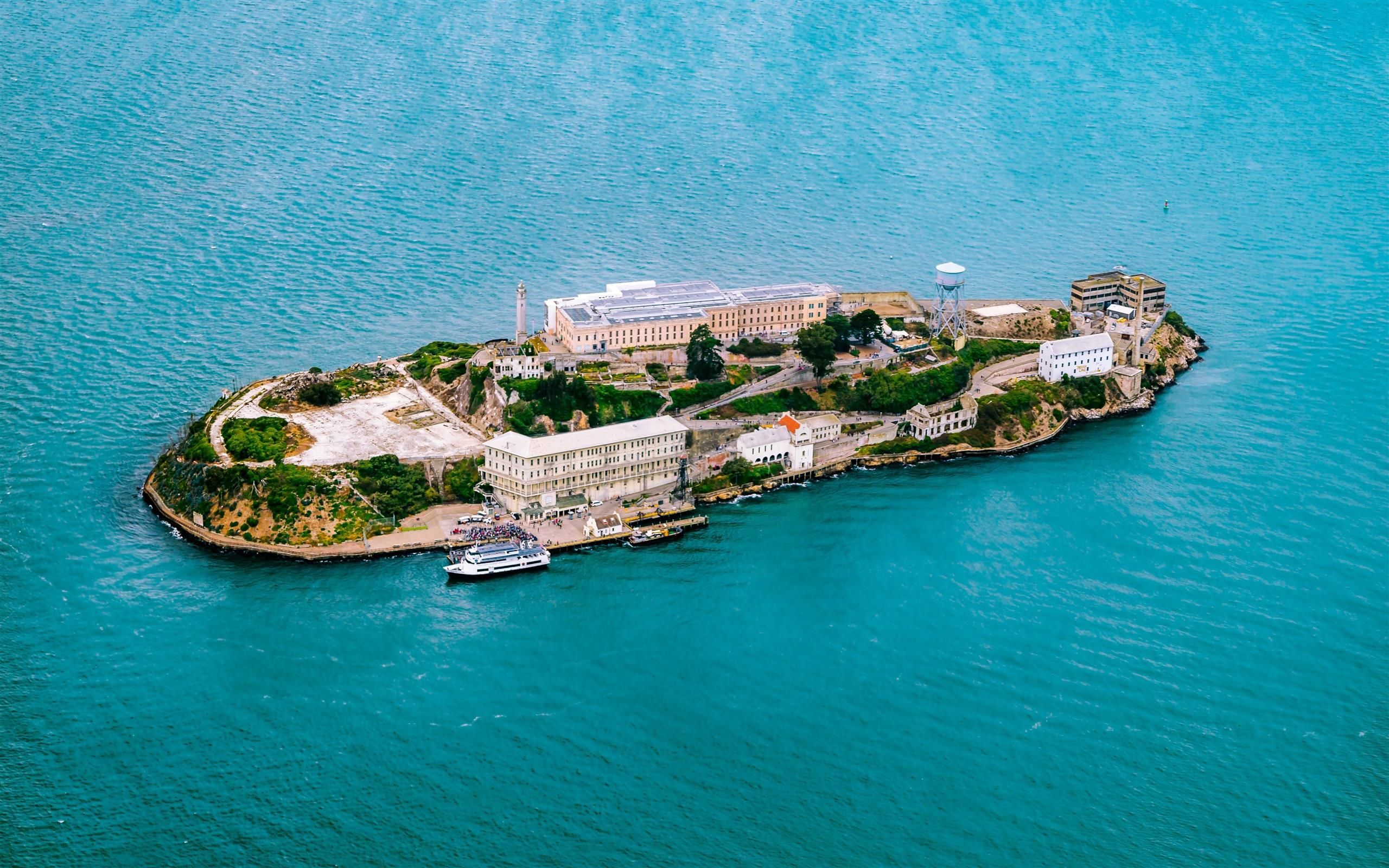 2560x1600 Beautiful Alcatraz Island in California US Tourist Place 5K Wallpaper