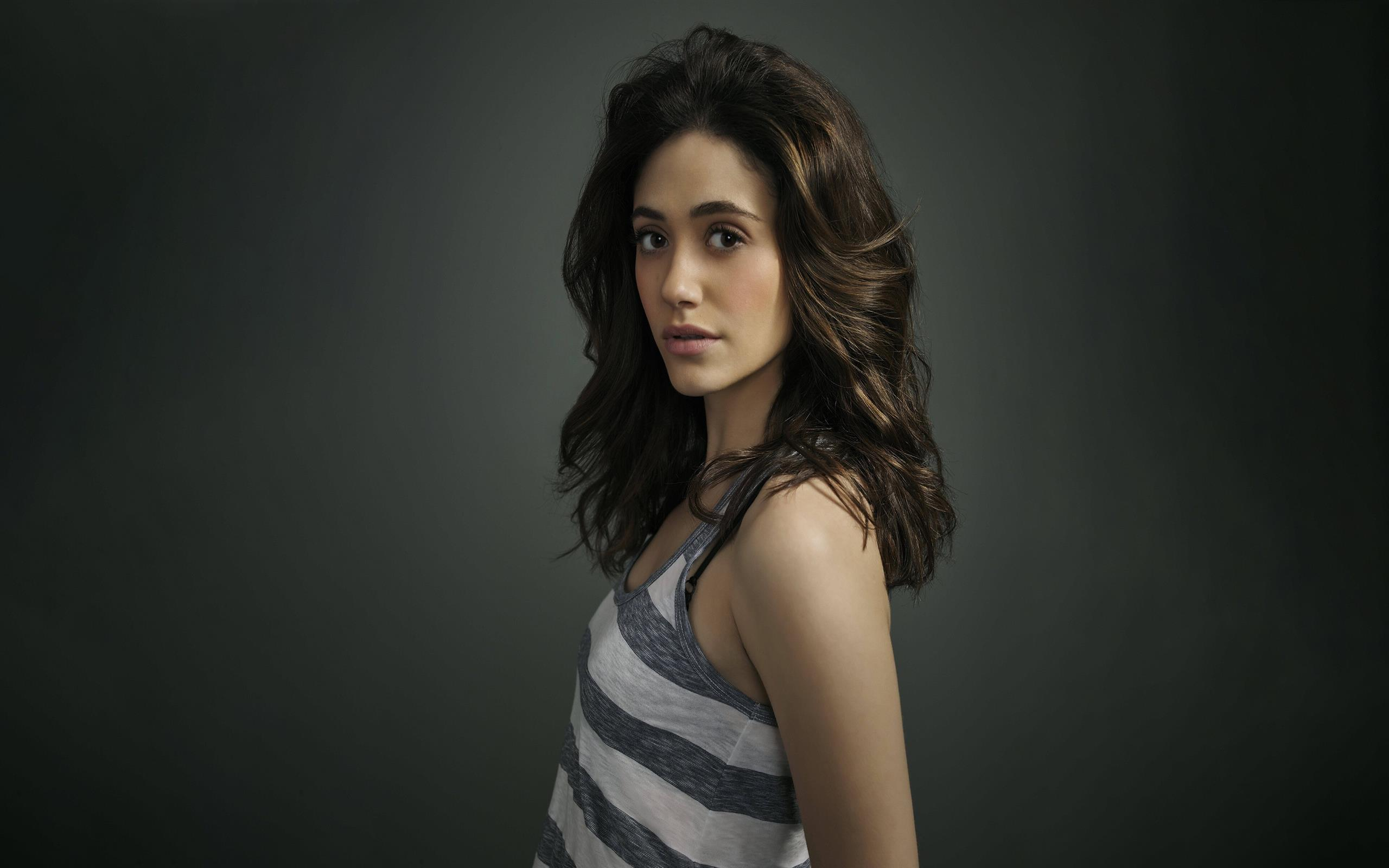 2560x1600 Beautiful Celebrity Emmy Rossum 4K Photos