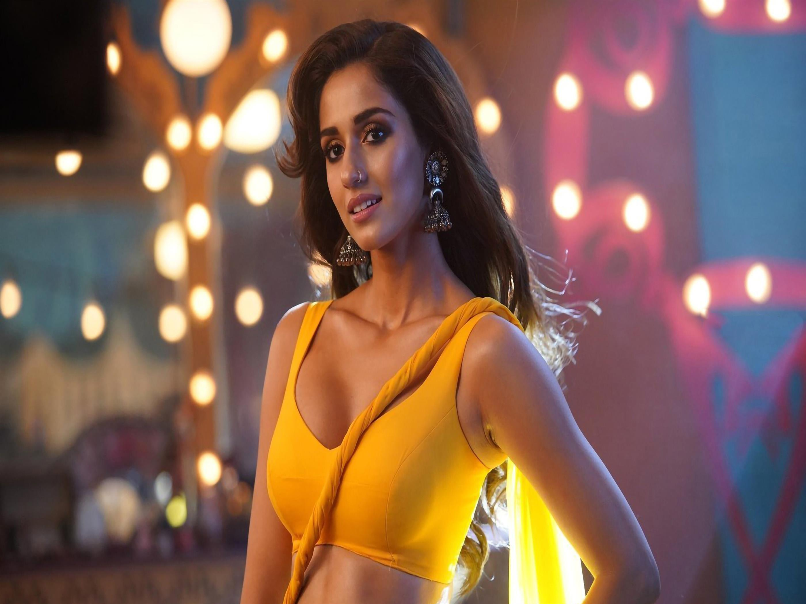 2800x2100 Actress Disha Patani in Yellow 4K Wallpaper