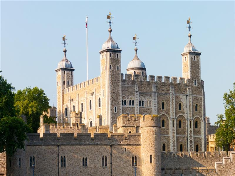 800x600 Castle Tower of London in England Photo