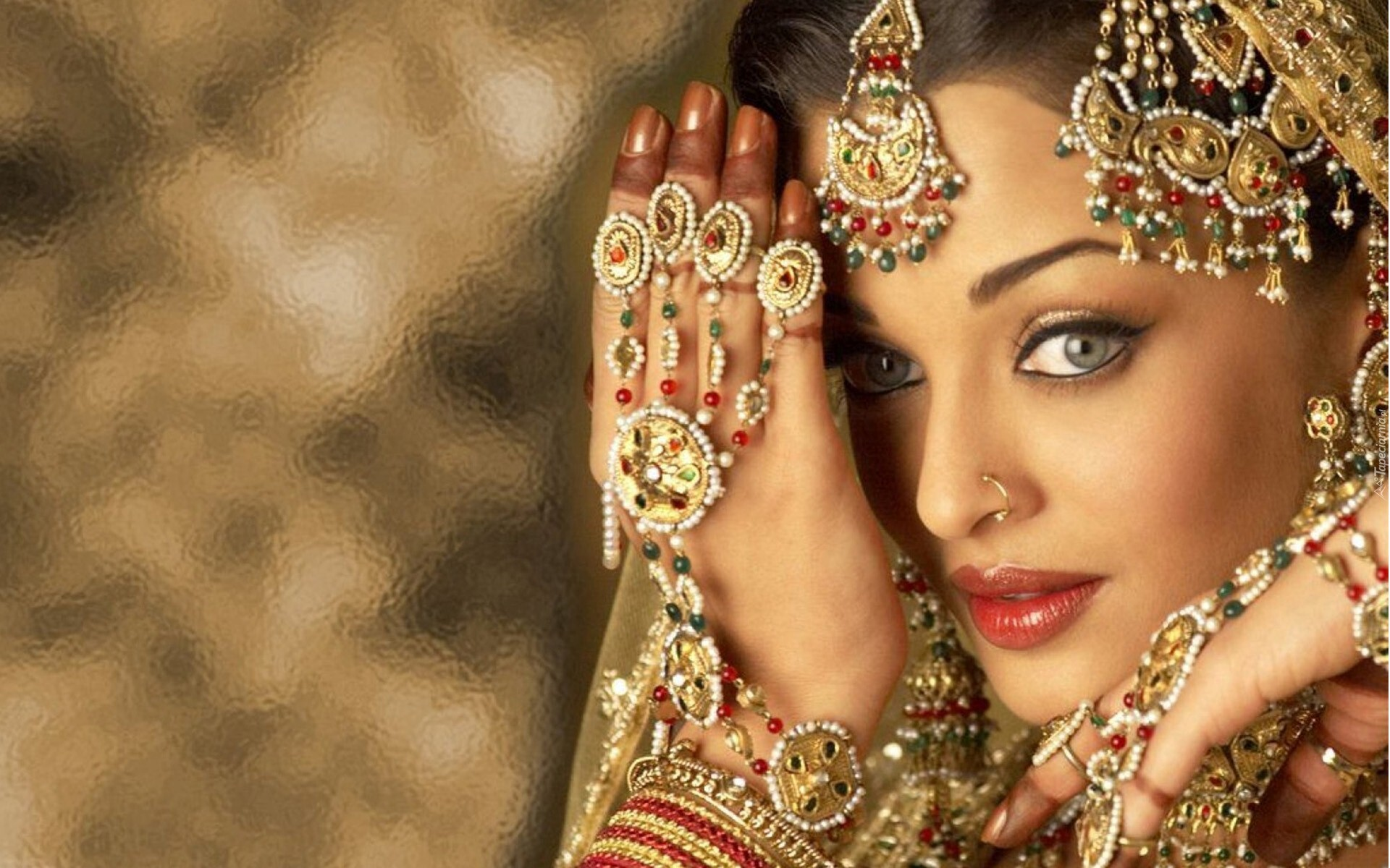 Aishwarya Rai Stunning Look In Jewelry Hd Wallpapers