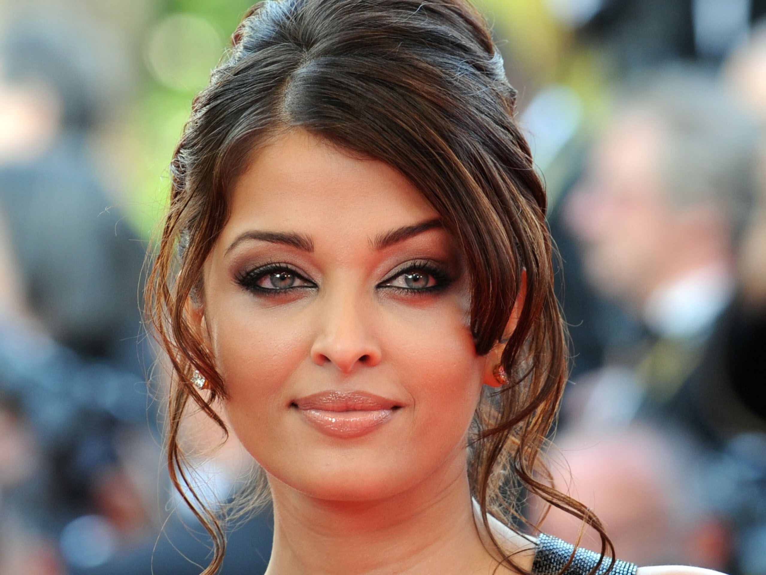 amazing beautiful face of indian bollywood actress aishwarya rai hd