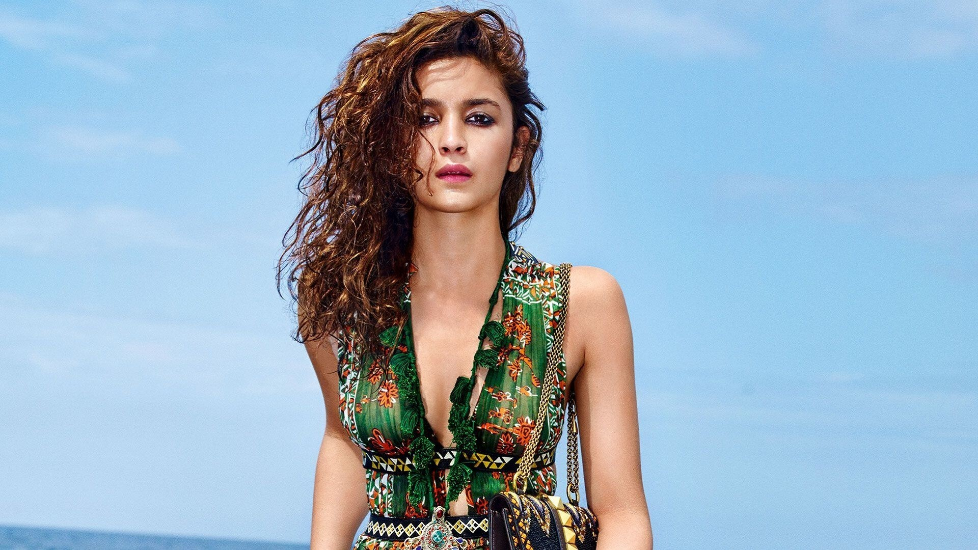 Alia_Bhatt_Bollywood_Actress_HD_Images Here are Top 5 celebrities in Bollywood who are followed on social media for fashion.