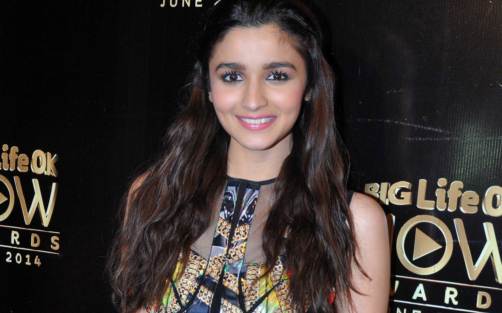 alia bhatt in pink lipstick with cute smile of bollywood actress hd