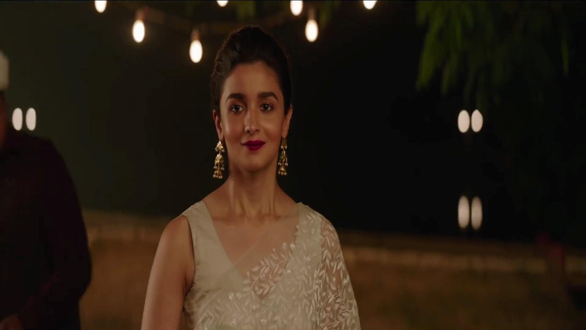 Raazi Film Star Alia Bhatt In Saree Hd Wallpapers
