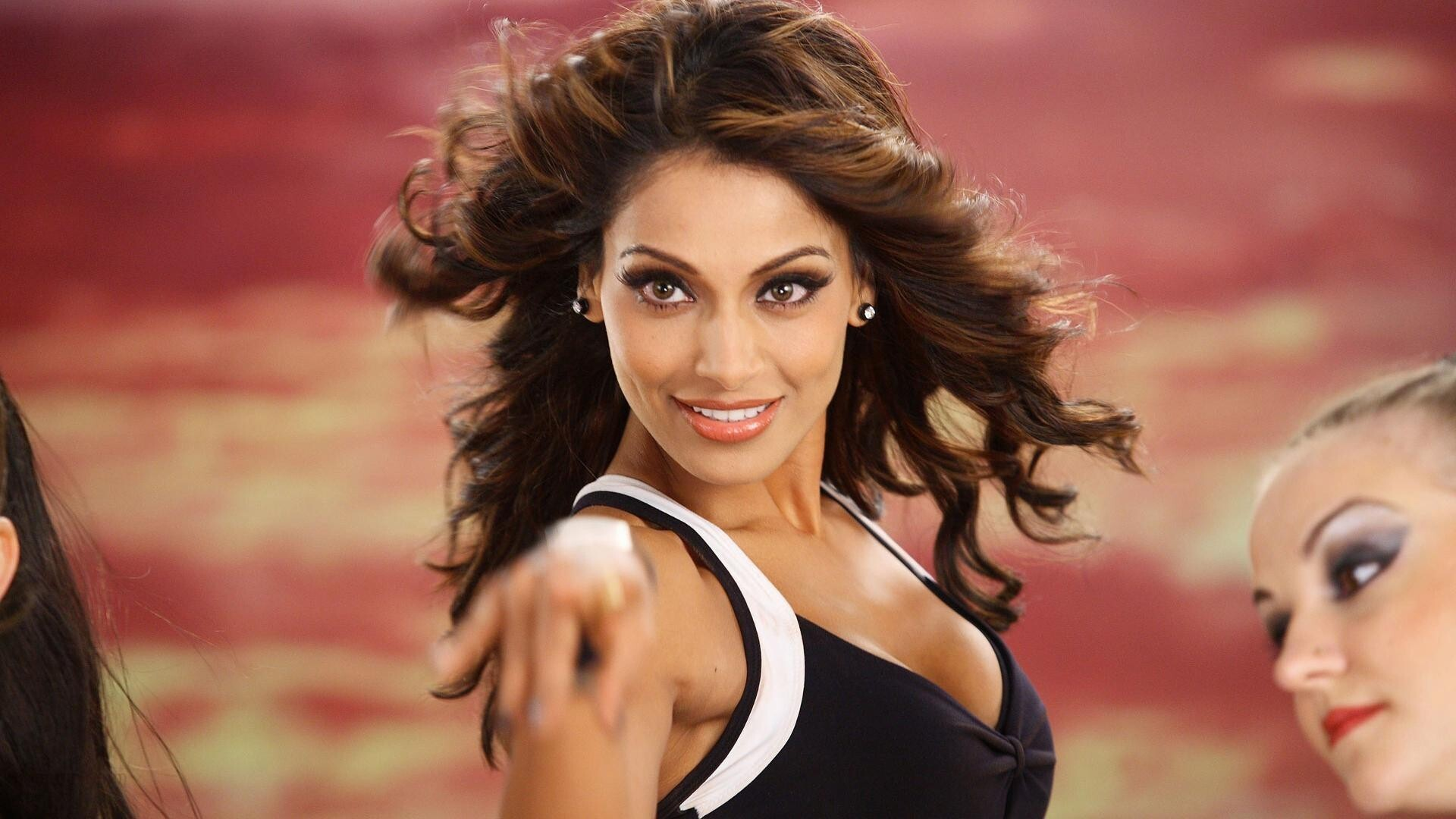 Bollywood Heroine Bipasha Basu New HD Wallpapers