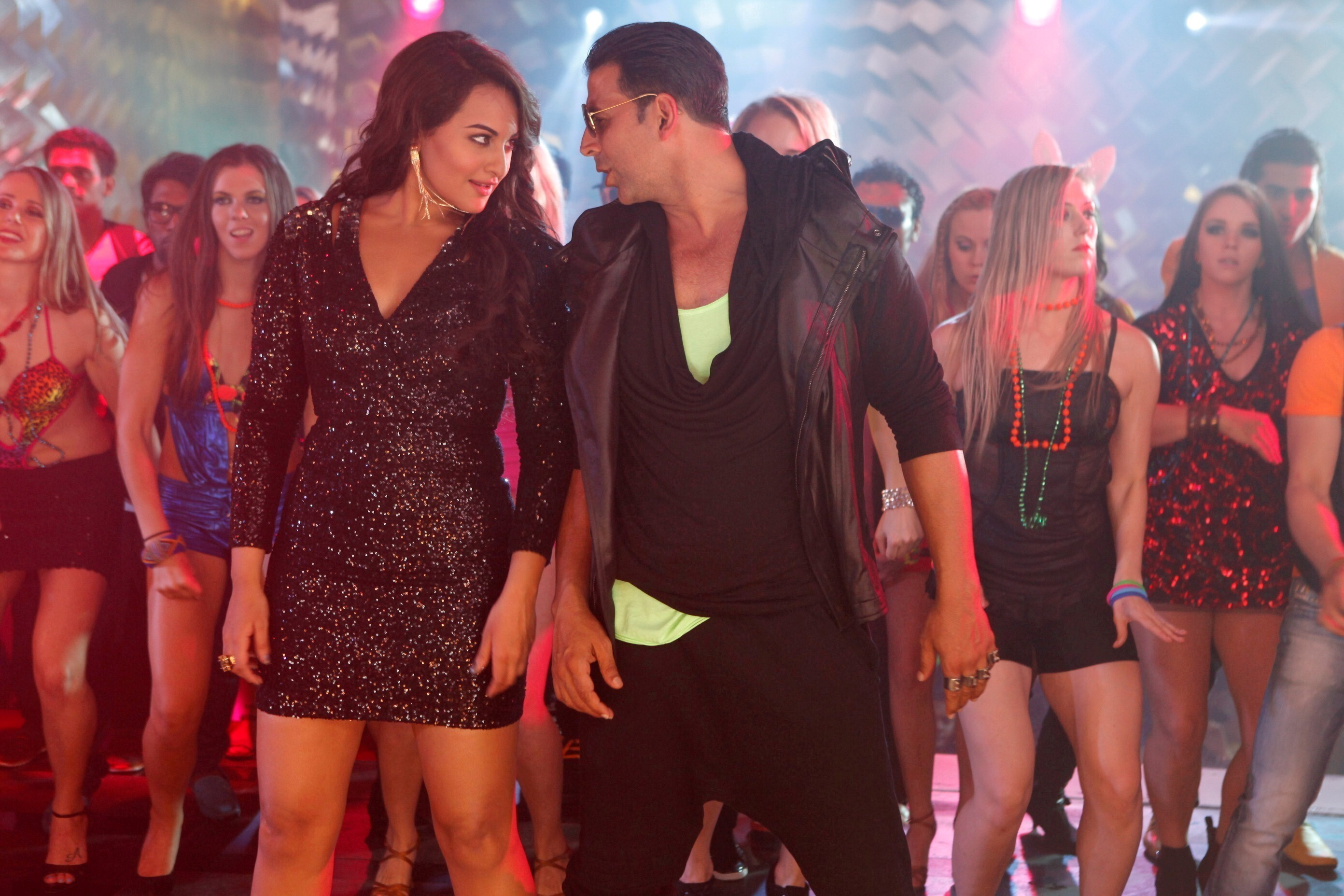 Akshay Kumar And Sonakshi Sinha In Party All Night From Boss