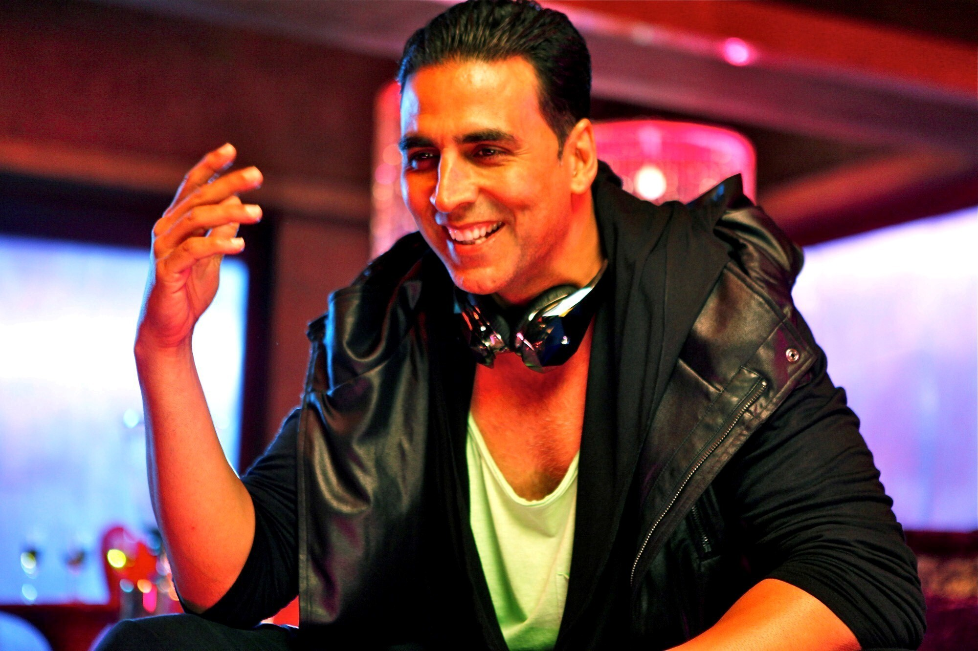 Break comcs: download akshay kumar wallpapers.