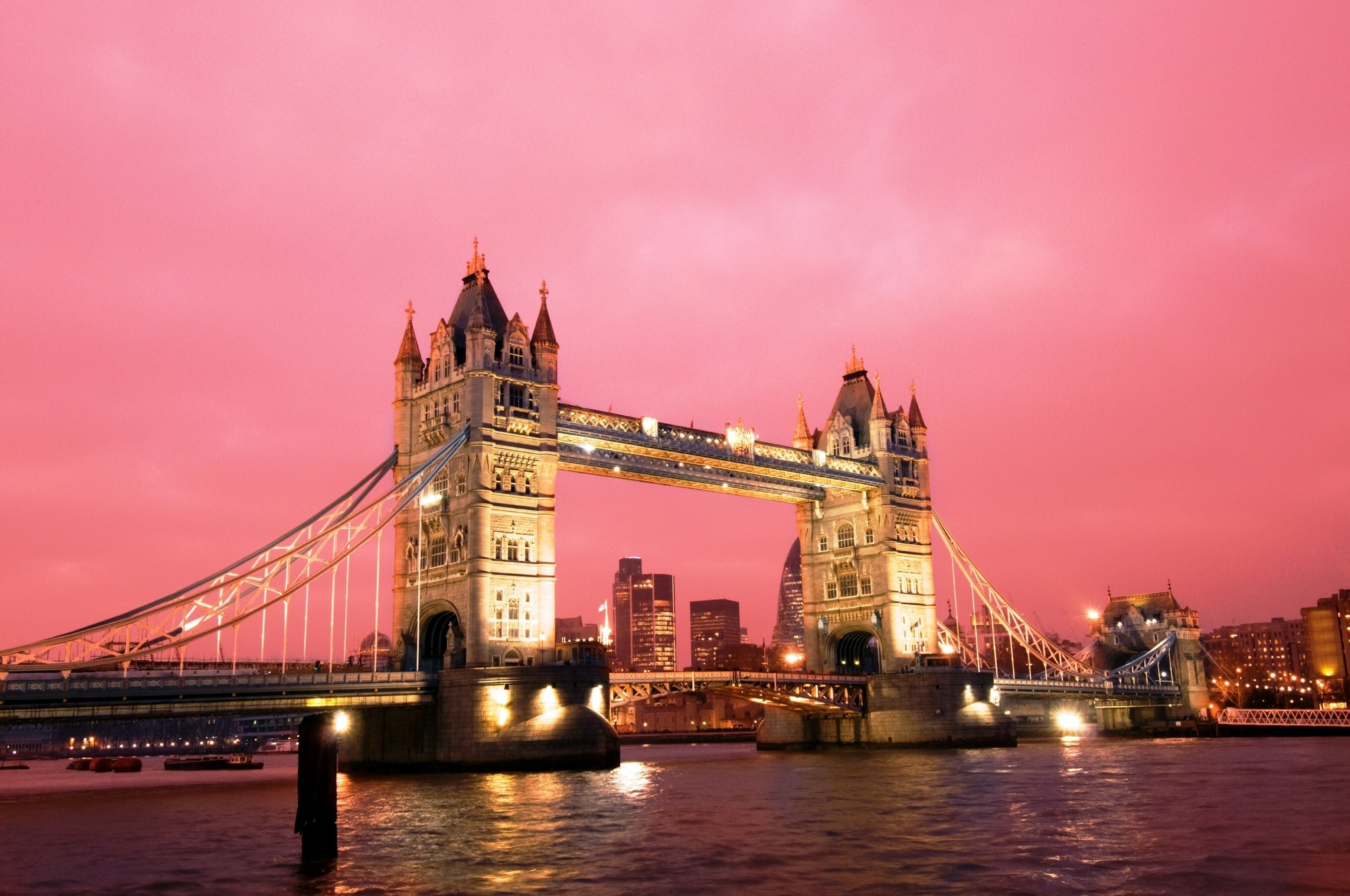 Elegant Night View Of Tower Bridge In UK HD Wallpapers