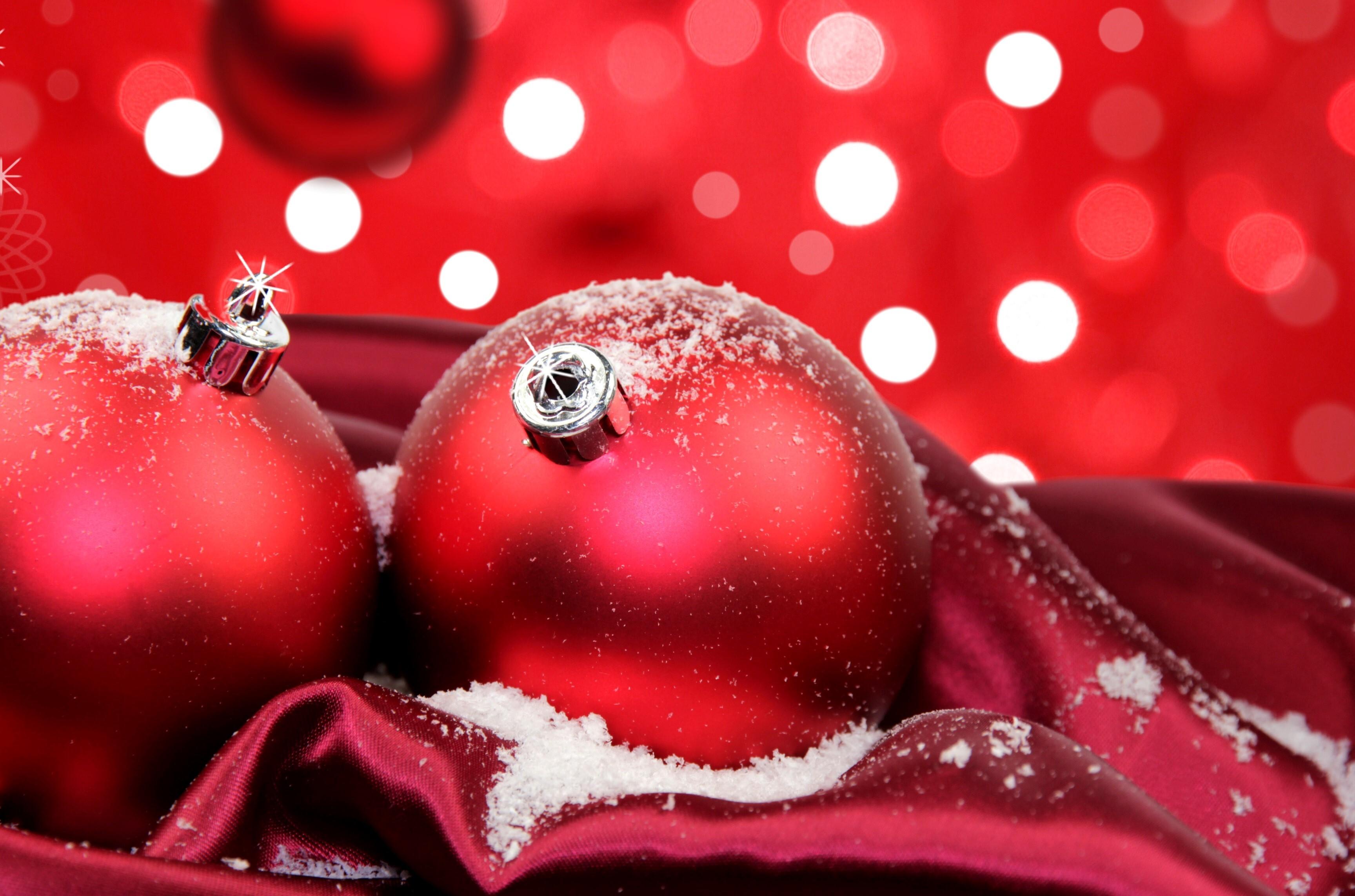 Amazing Nice Red Christmas Balls Wallpaper