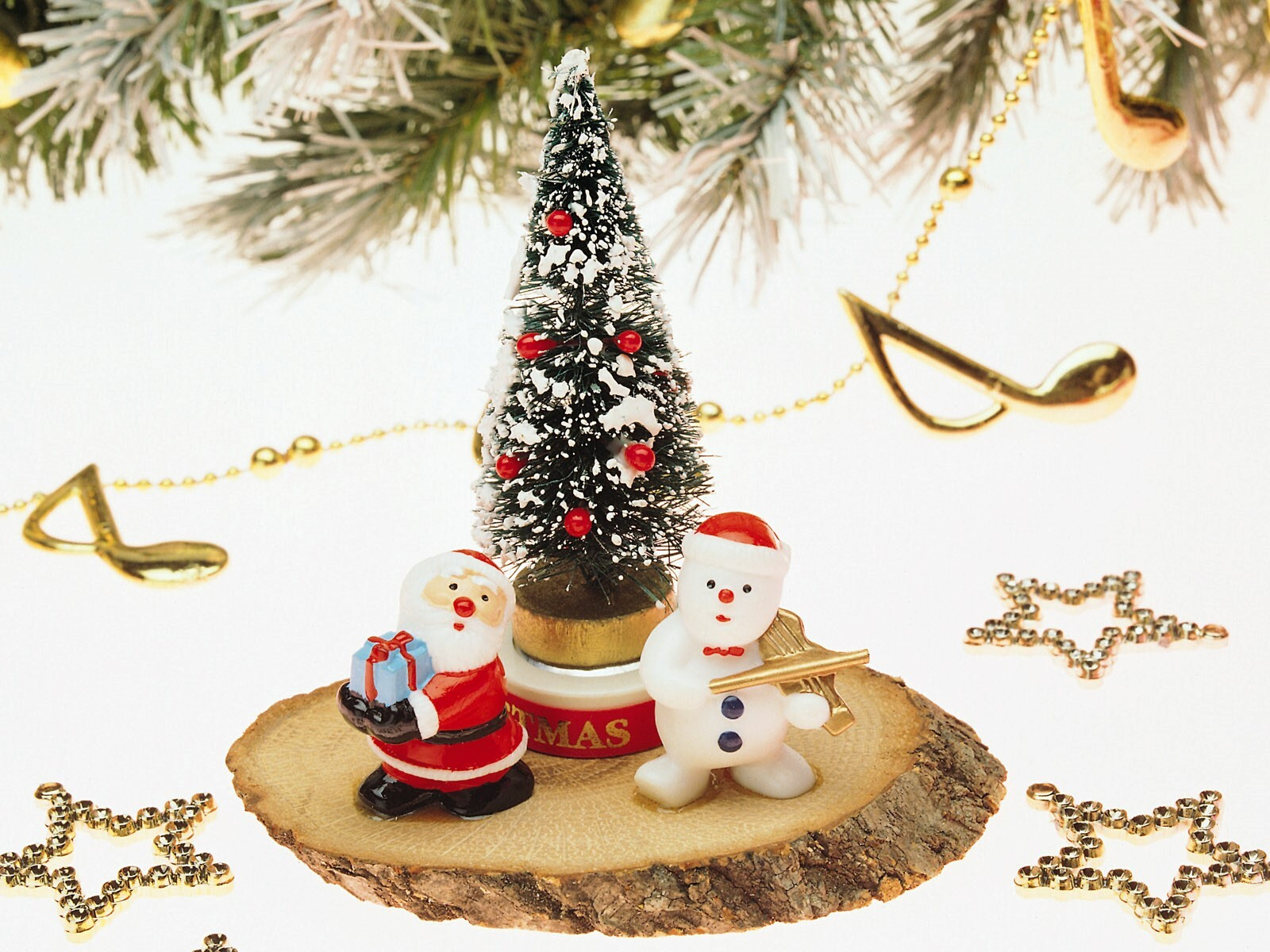 Beautiful Nice Christmas Tree and Santa Clause Gift Wallpaper | HD ...