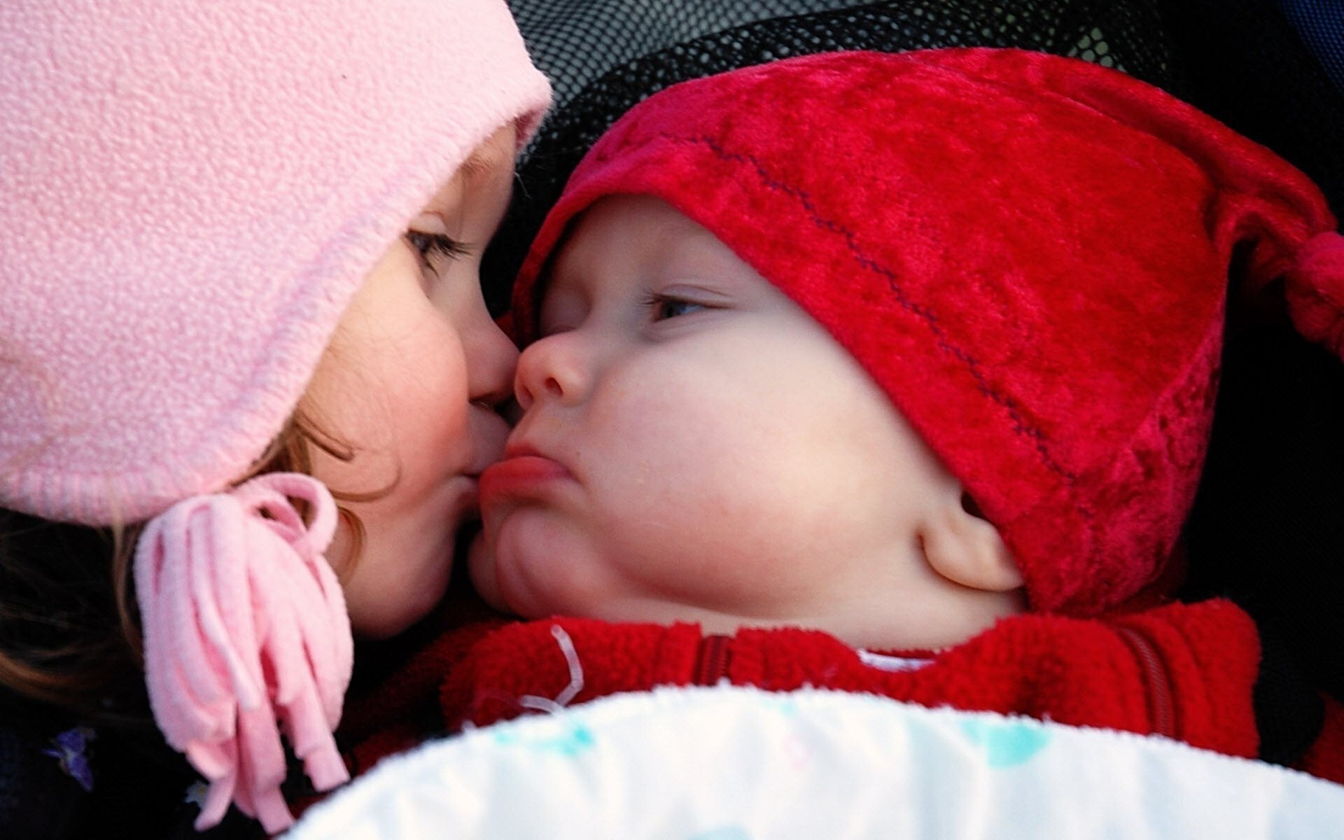 baby girl kiss her cute brother hd wallpapers | hd wallpapers