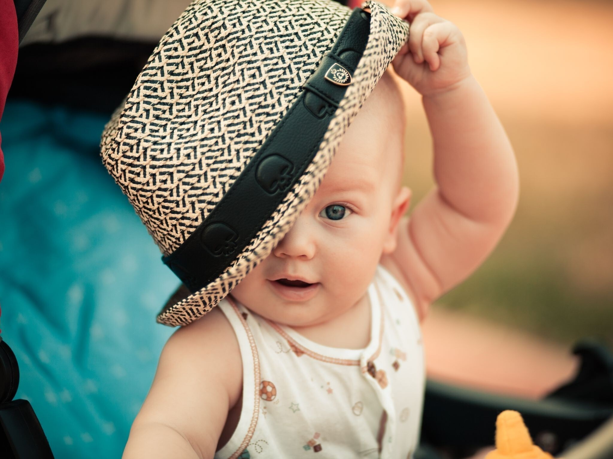 cute baby playing with cap high qaulity laptop background wallpaper