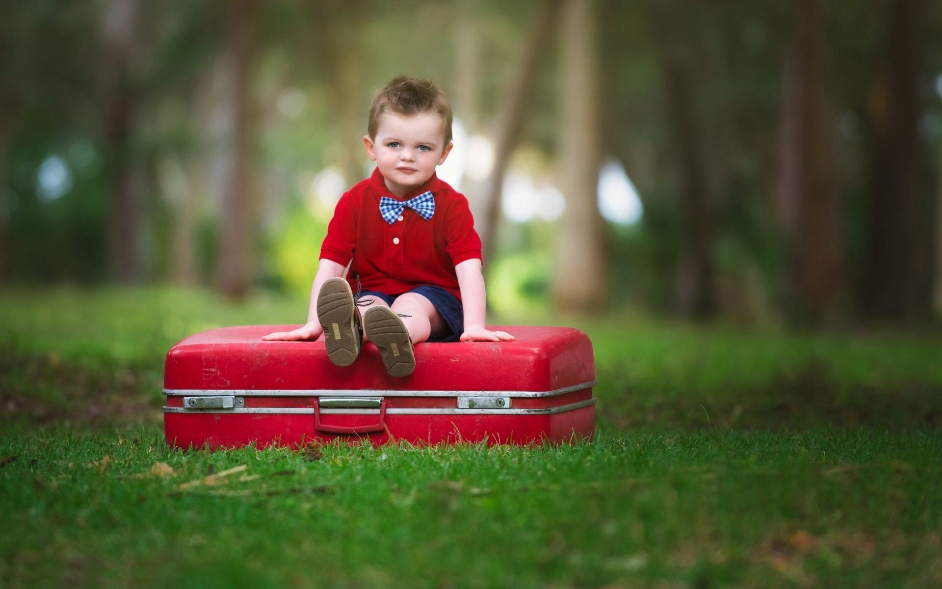 Hd laptop background of cute baby boy in red cloth photos hd wallpapers