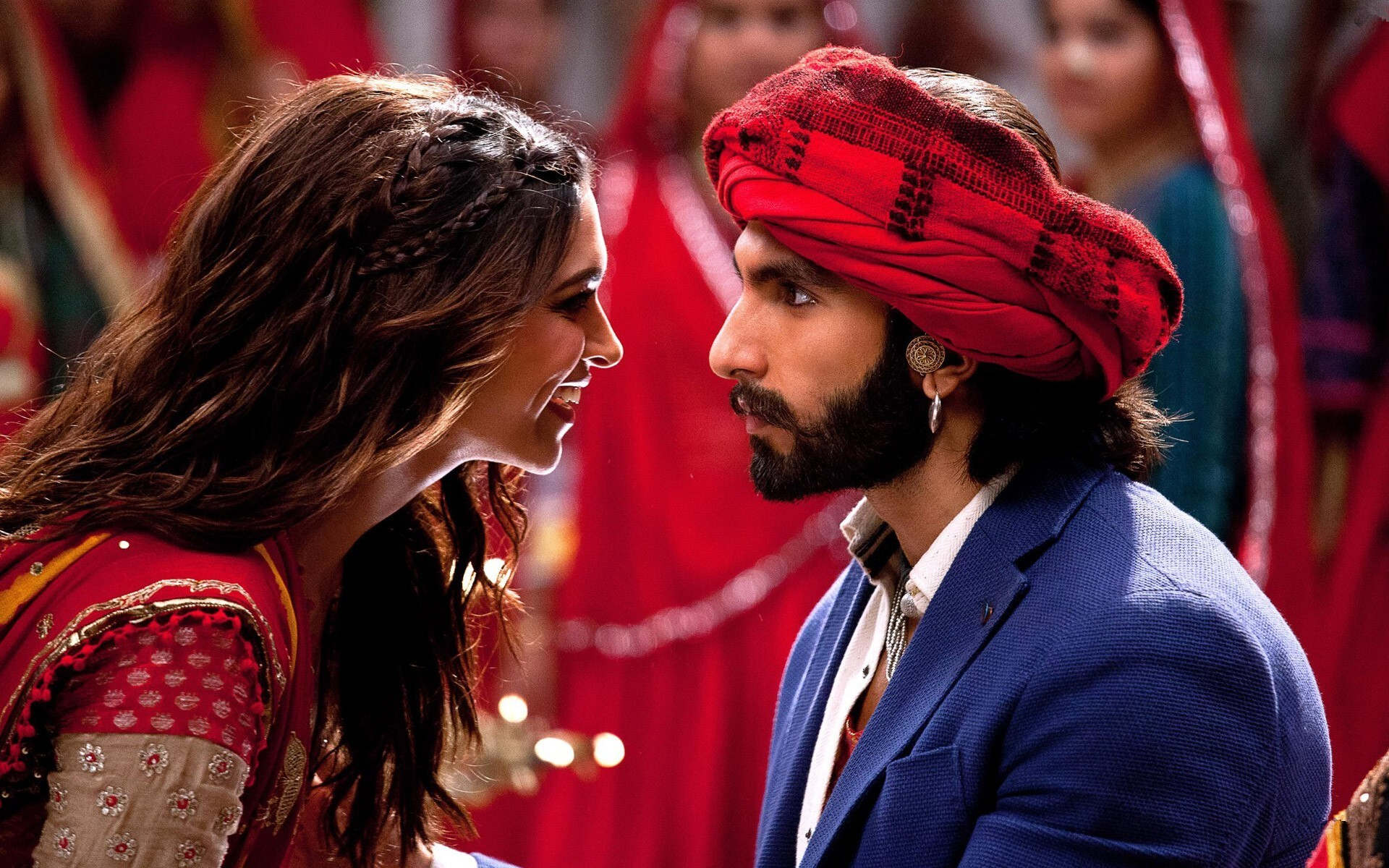 Deepika and Ranveer Singh in Bollywood Movie Ram Leela ...