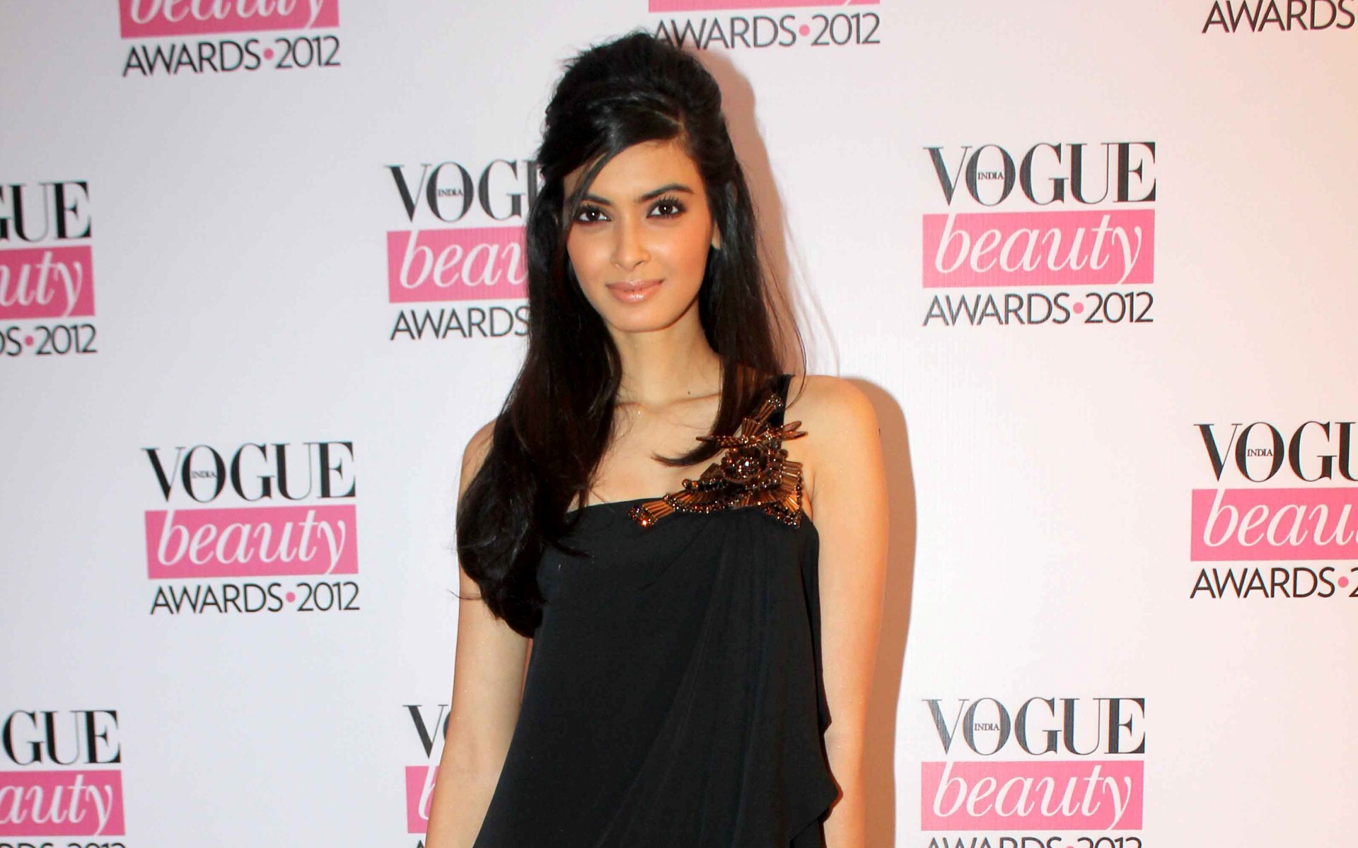 diana penty wallpapers | free download hd hot bollywood actress images
