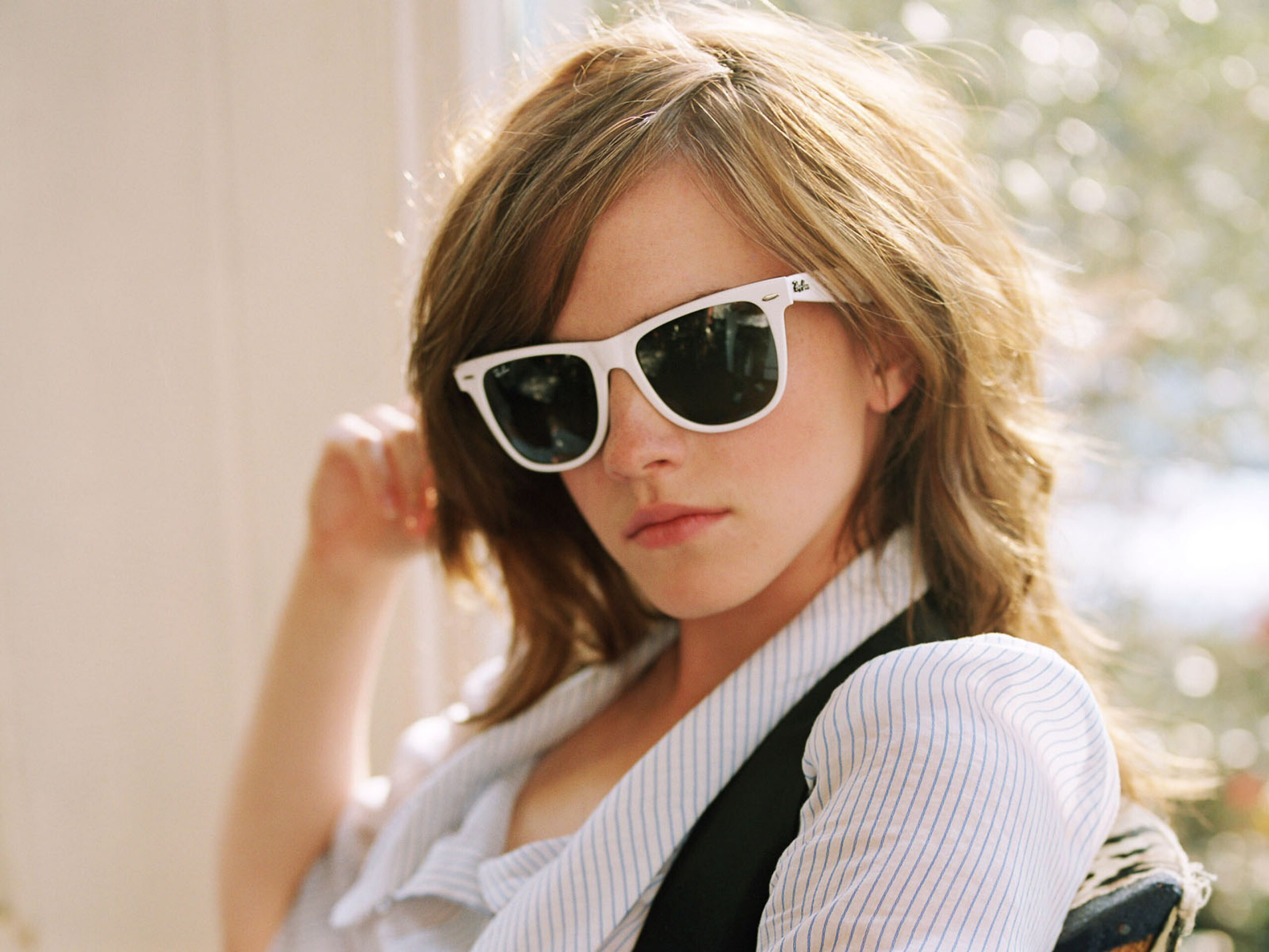 popular english actress emma watson in goggles hd wallpapers | hd