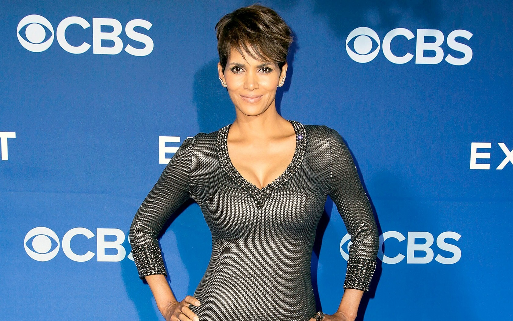 Cleavage Celebrites Halle Berry naked photo 2017