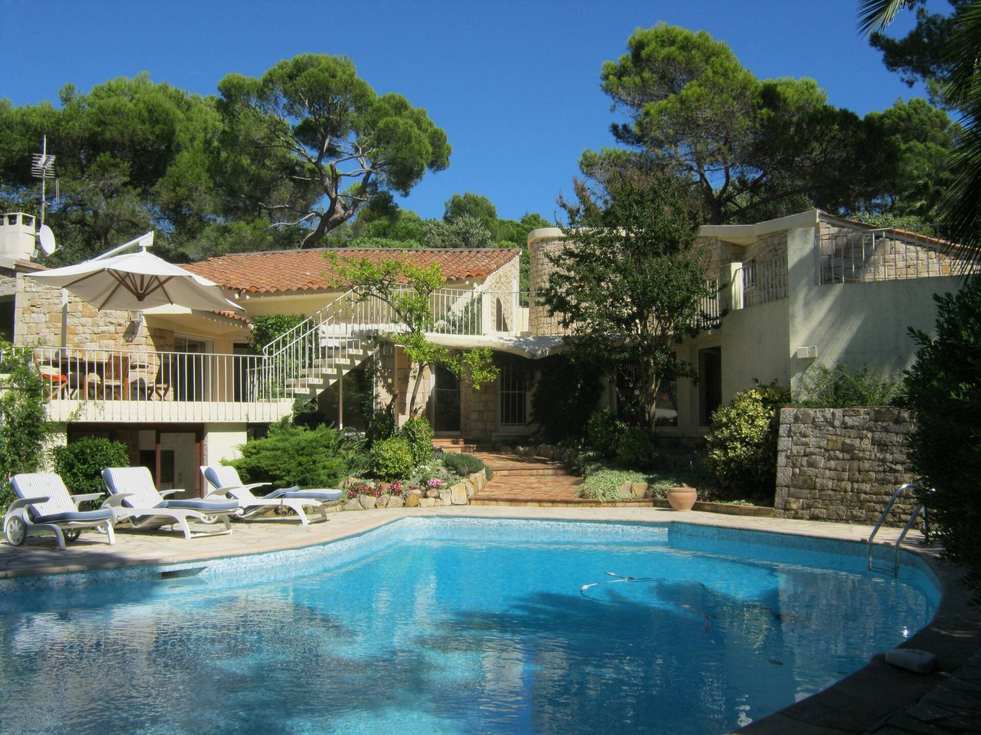 Luxury Bungalow In Mougins With Swimmingpool HD Wallpapers