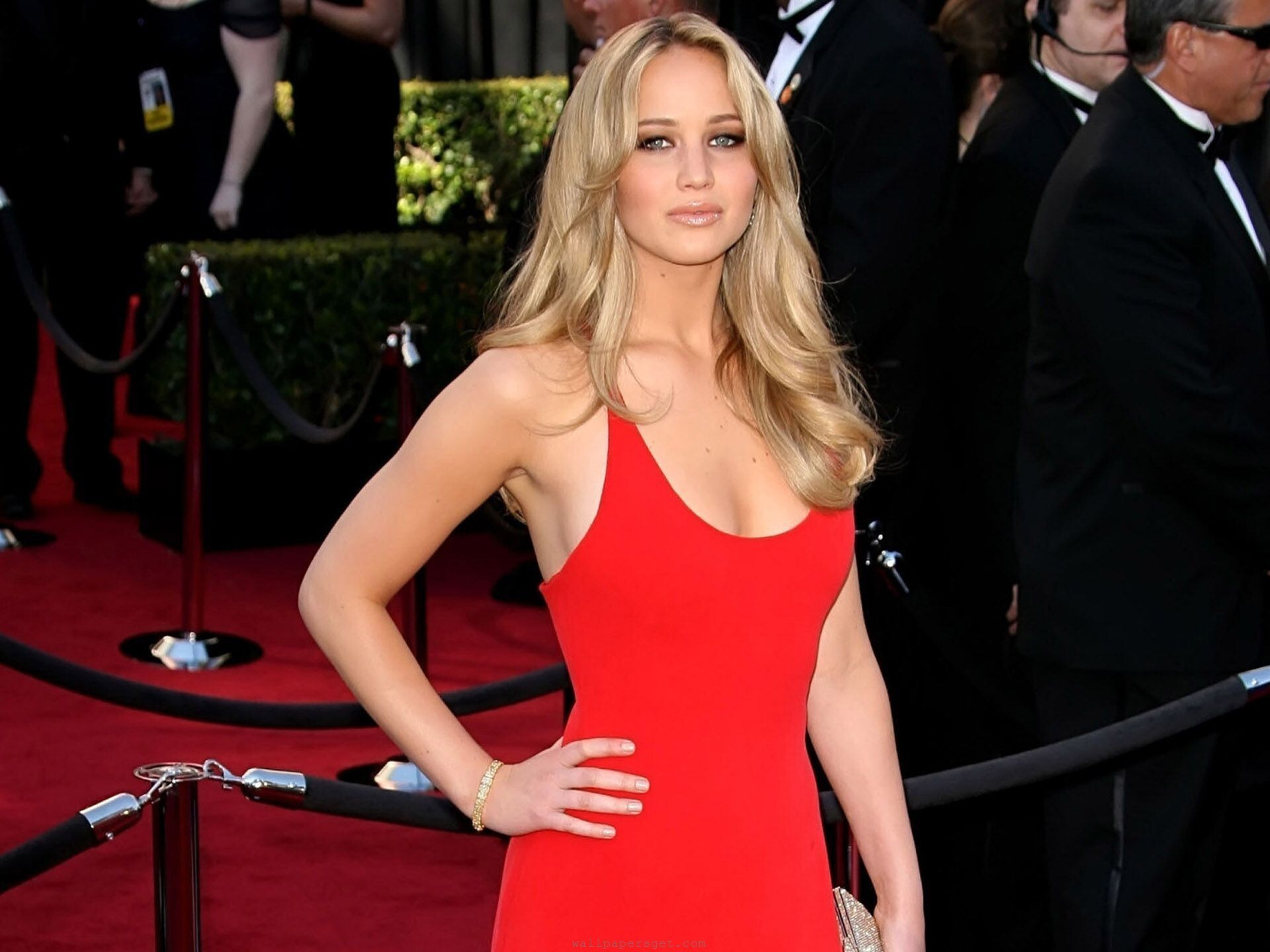 http://www.hdnicewallpapers.com/Walls/Big/Jennifer%20Lawrence/Beautiful_Jennifer_Lawrence_in_Red_Dress.jpg