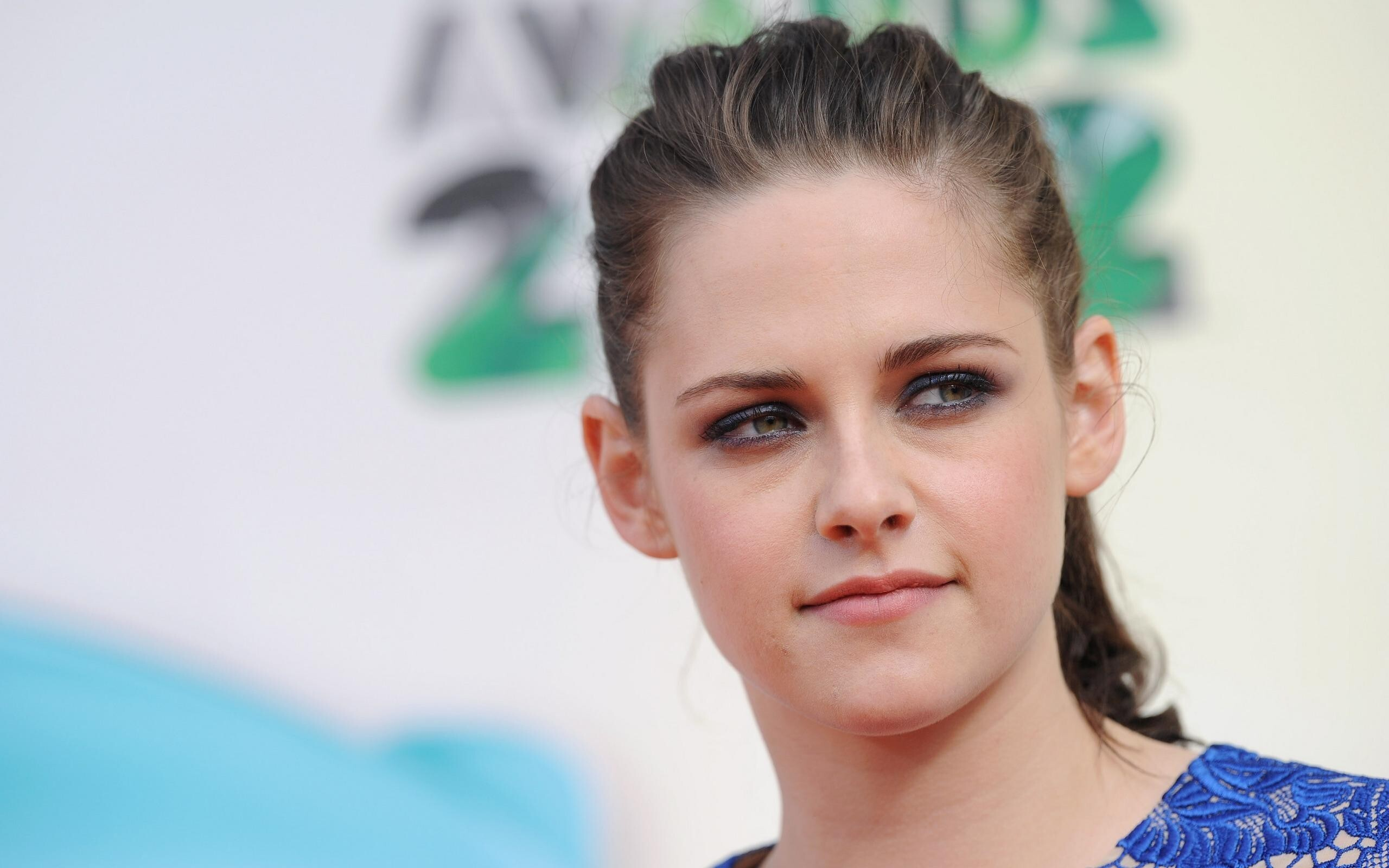 Beautiful american celebrity kristen stewart cute eye hd wallpaper beautiful american celebrity kristen stewart cute eye hd wallpaper hd wallpapers voltagebd