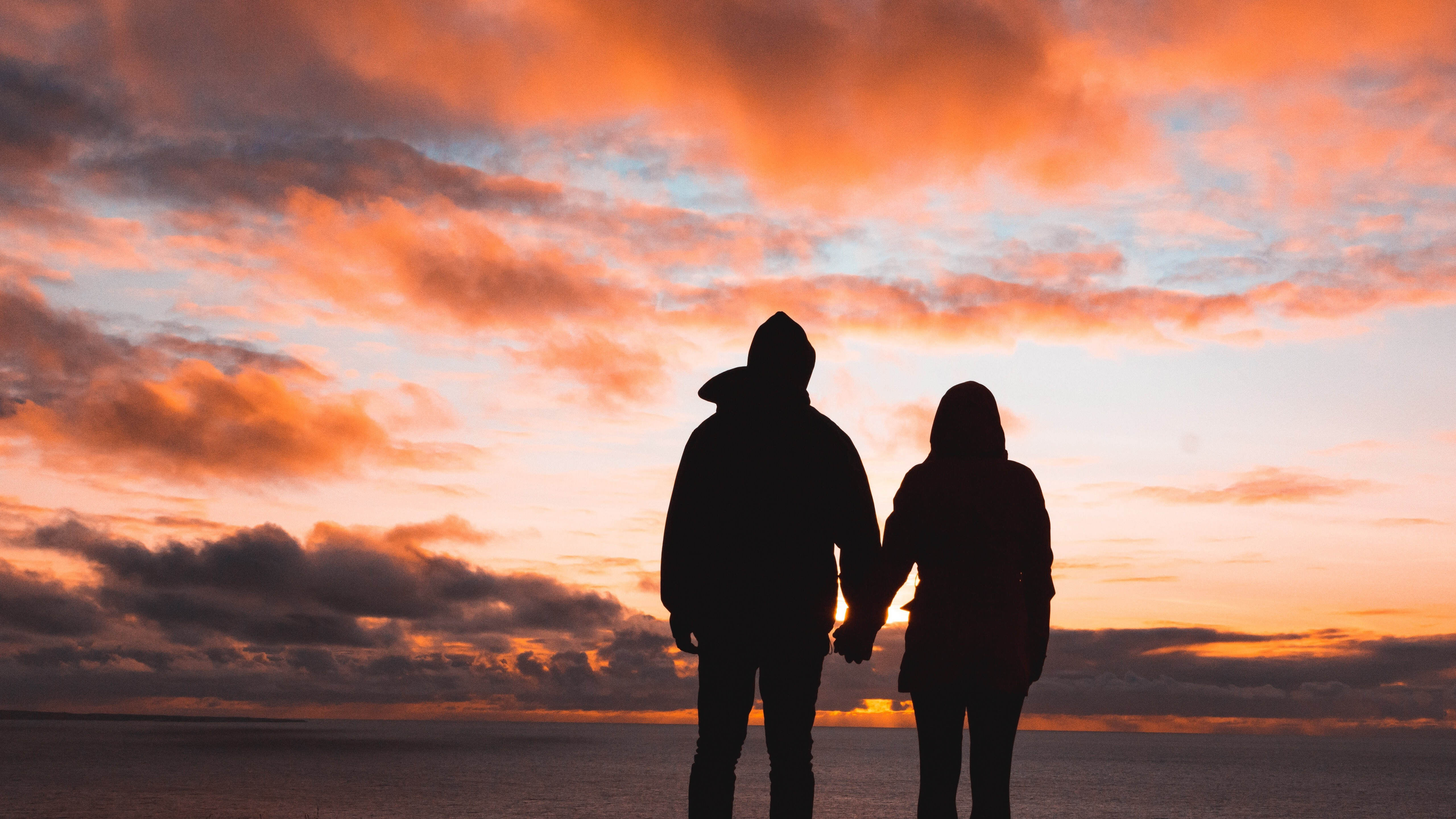 Lovable Couple At Sunset Time 5k Wallpaper Hd Wallpapers