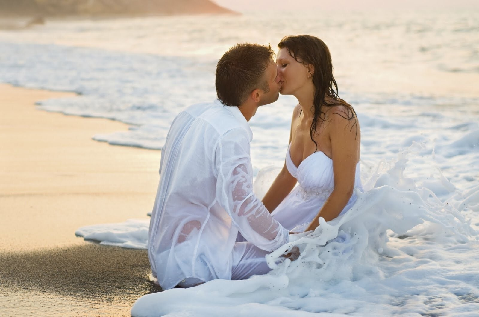 Romantic Couple Kiss At The Beach Love Hd Desktop Wallpaper