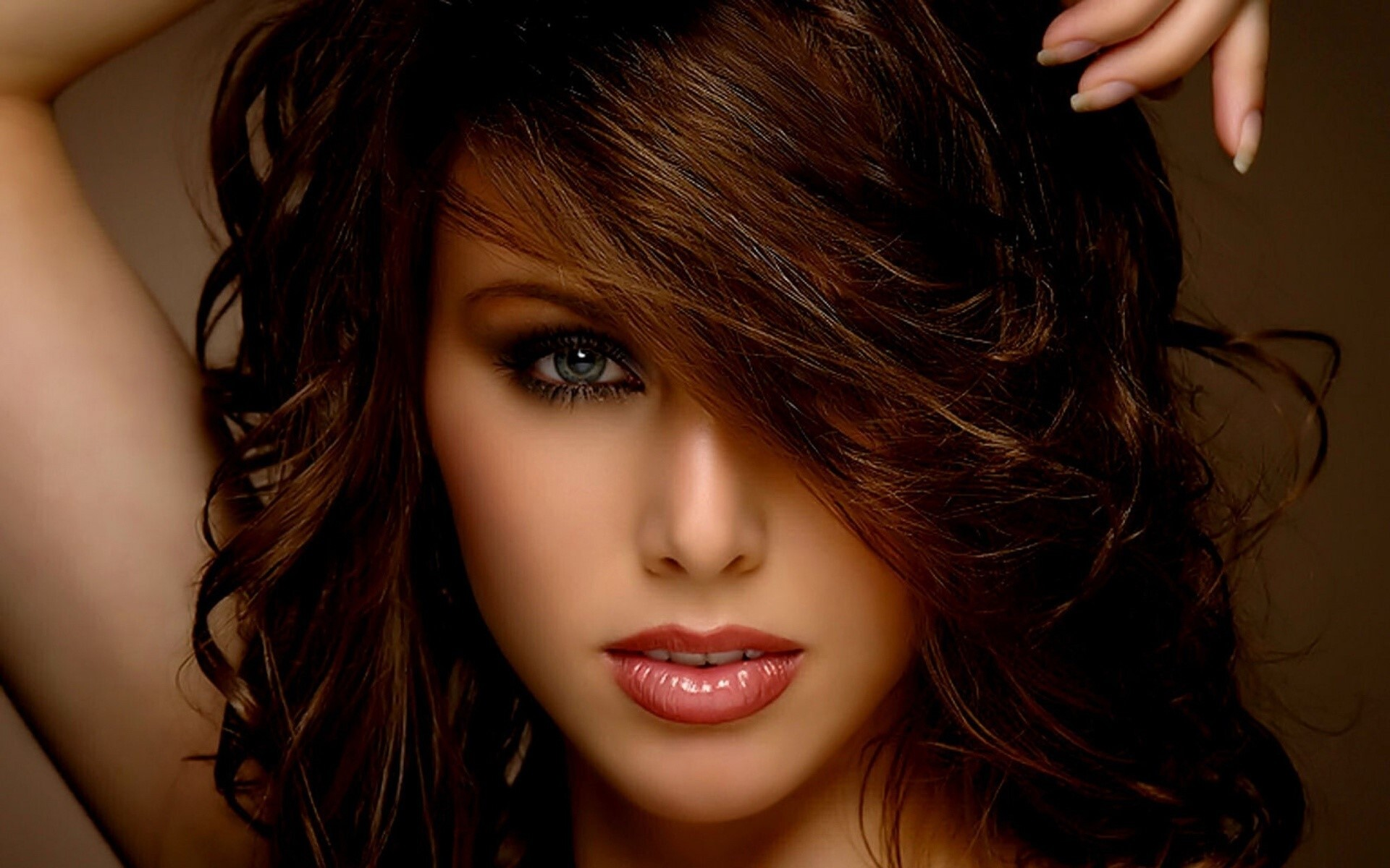 Beautiful Girl Beauty Salon Hairstyles Wallpapers Hd Wallpapers