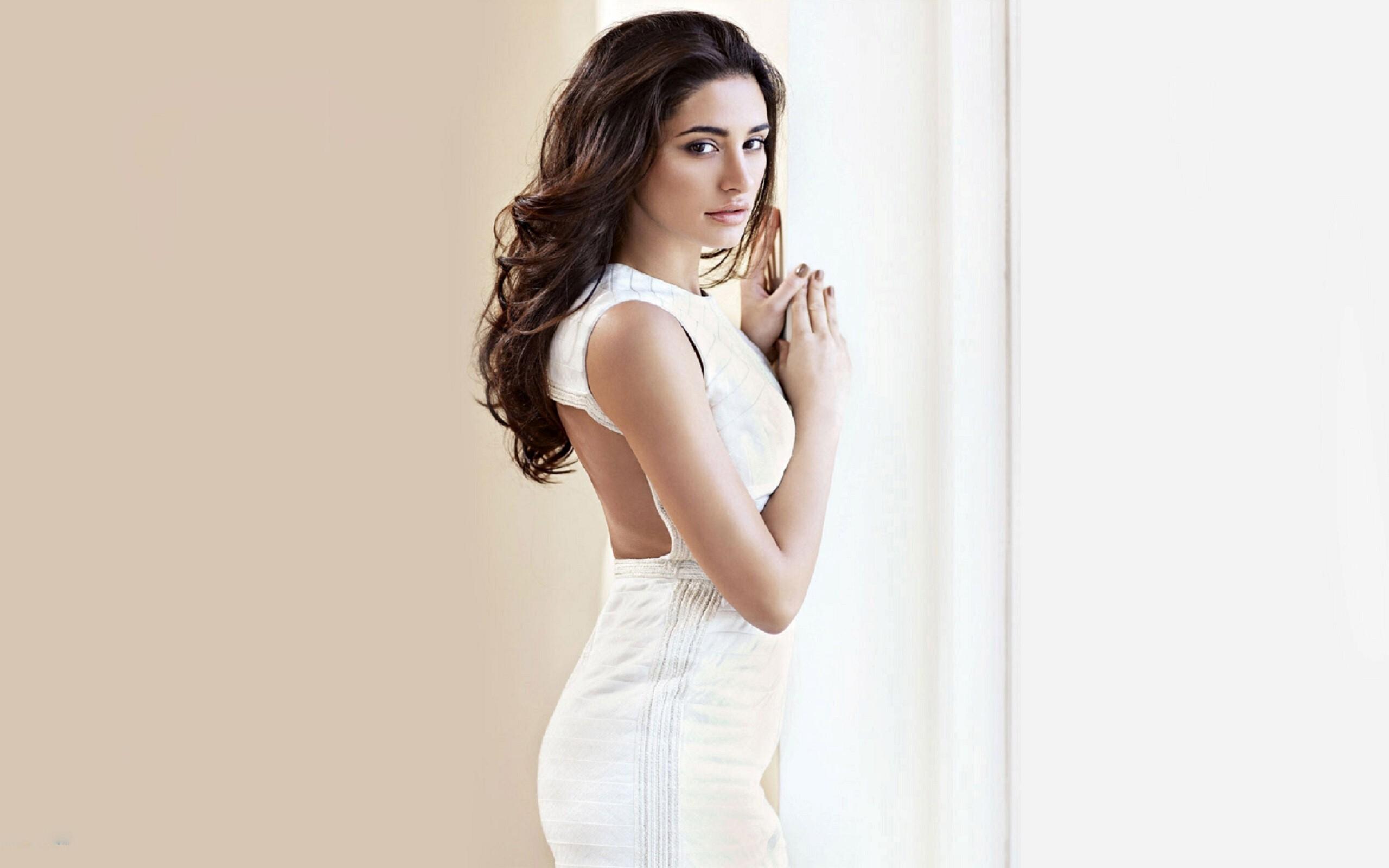 Celebrities Hd Wallpaper Download Nargis Fakhri Hd: American Model Nargis Fakhri Wallpaper