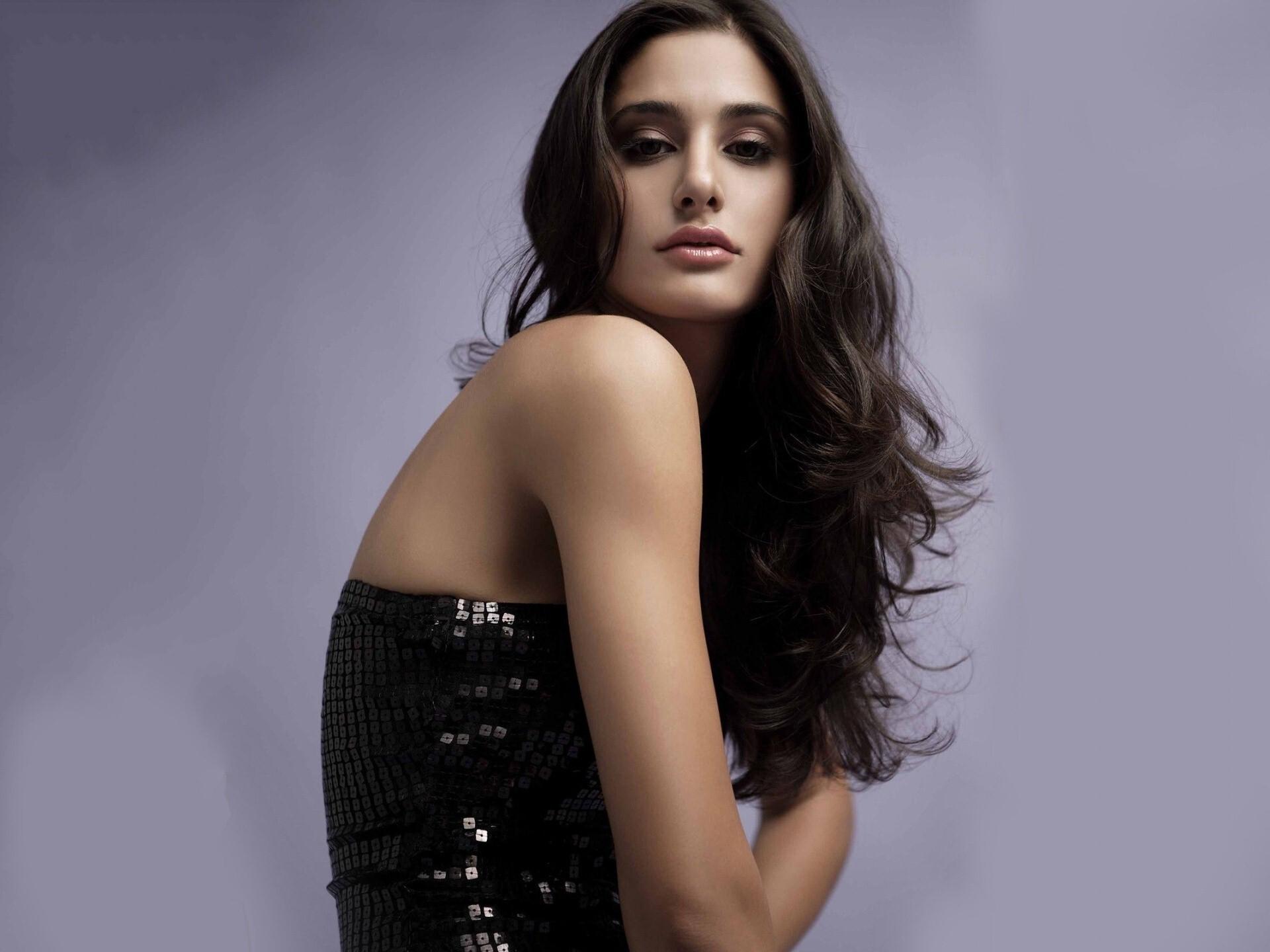 Celebrities Hd Wallpaper Download Nargis Fakhri Hd: Cute Nargis Fakhri In Black Dress