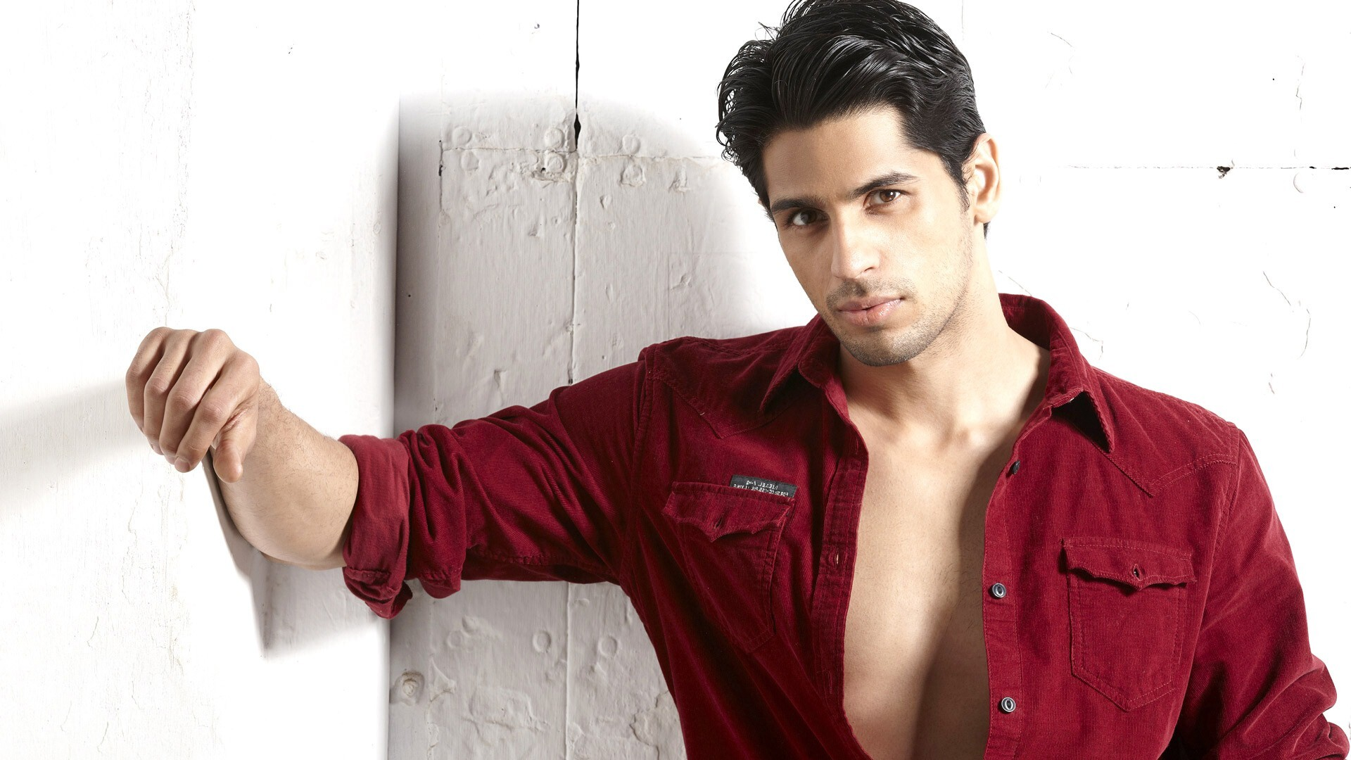 Actors Wallpapers Download Free: New Bollywood Smart Actor Sidharth Malhotra HD Wallpapers