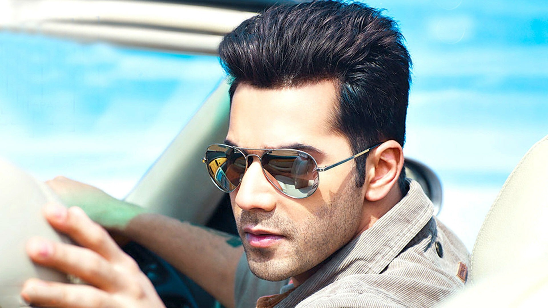 Varun Dhawan Bollywood Actor Hd Wallpaper Hd Wallpapers