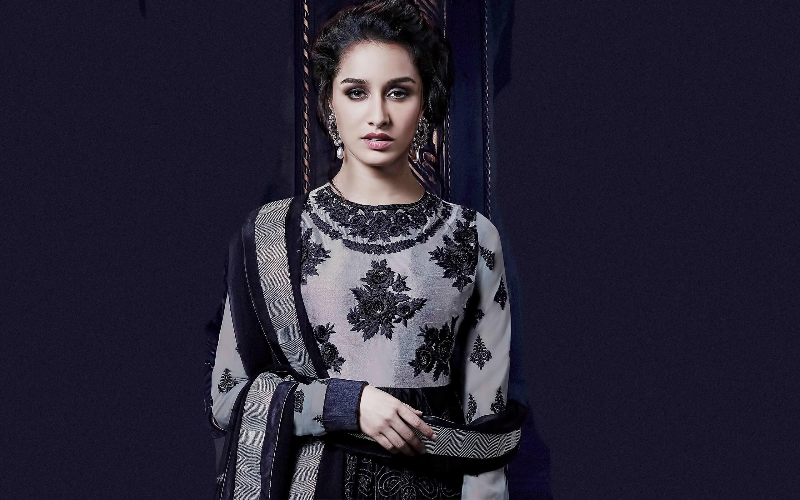 Beautiful Shraddha Kapoor In Dress Wallpaper Hd Wallpapers