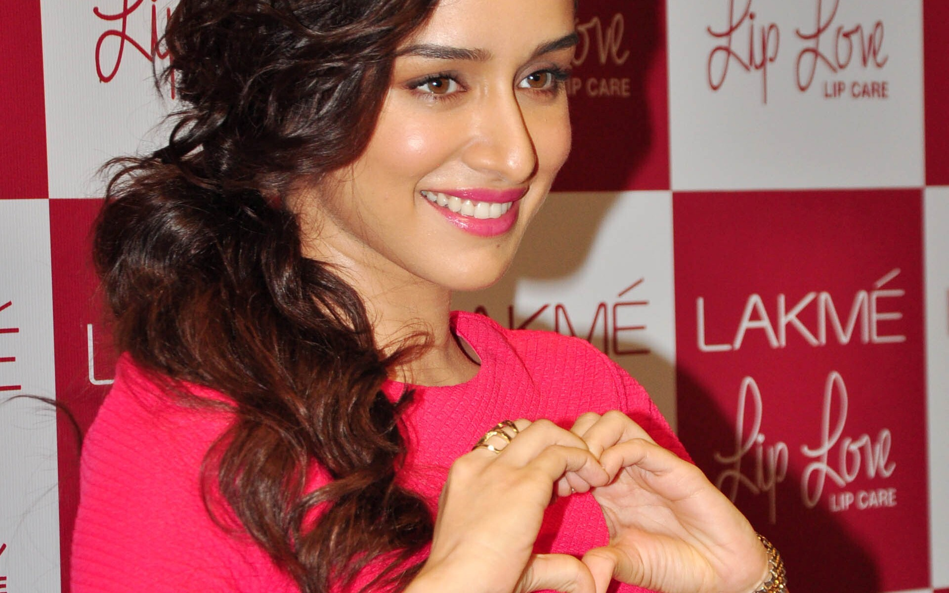 Cute Smile Of Shraddha Kapoor With Pink Lips Hd Wallpapers