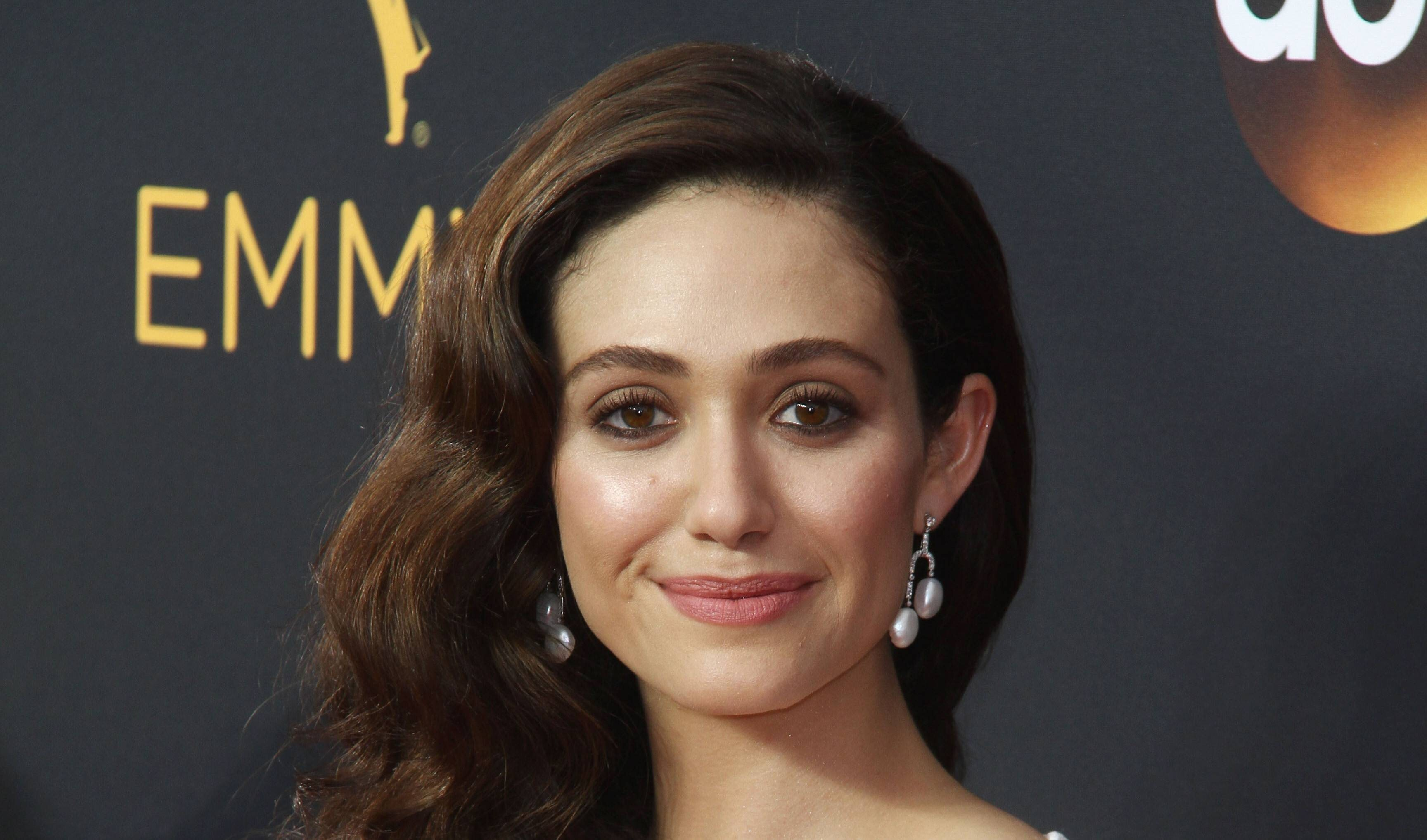 Emmy Rossum Hollywood Actress Hd Wallpaper Hd Wallpapers