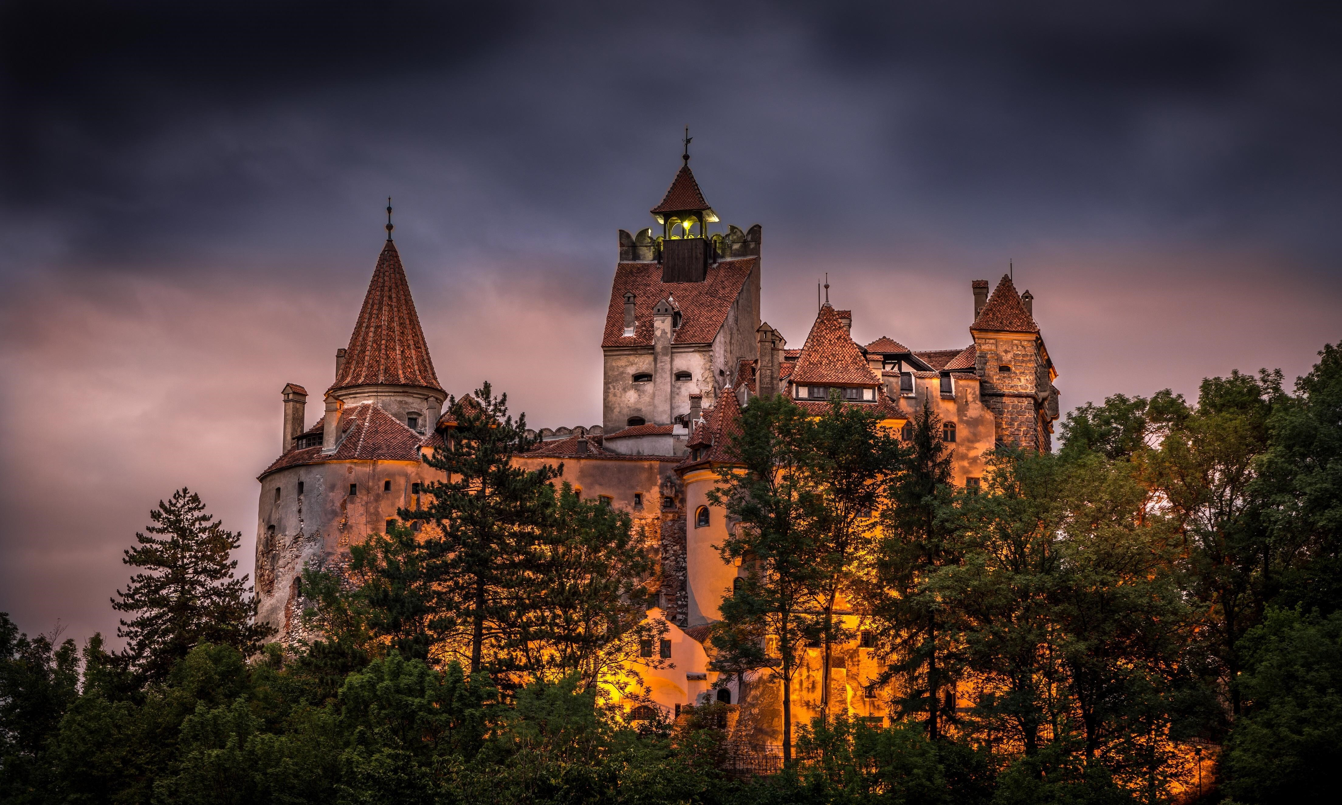 Bran Castle At Night In Romania Tourist Place Wallpapers Hd Wallpapers